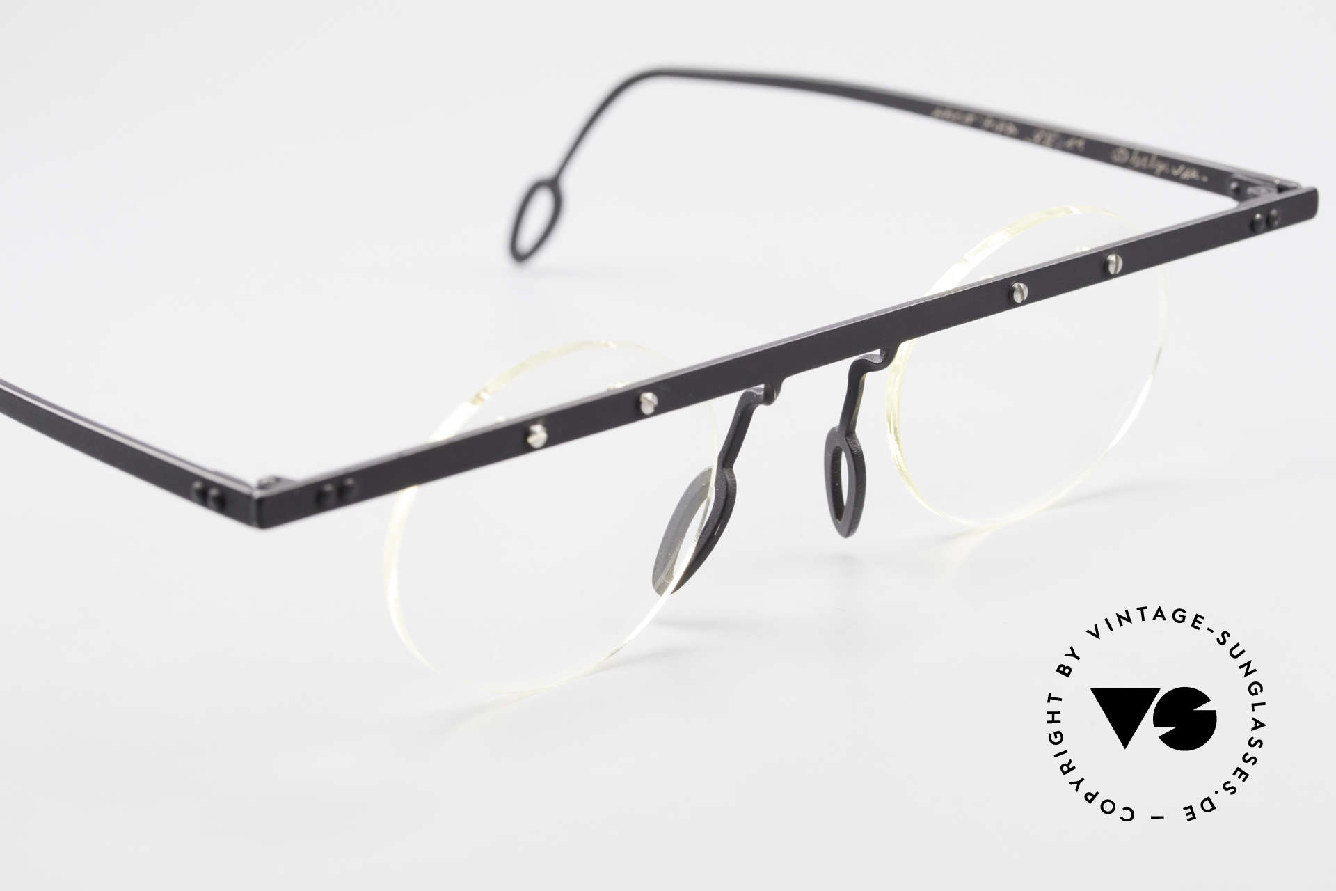 Theo Belgium Tita VII 11 Vintage Titanium Eyeglasses, an old, unworn THEO original and NO RETRO EYEWEAR, Made for Men and Women