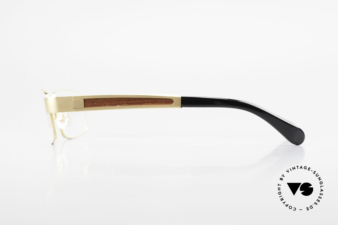 Bugatti 522 Padouk Precious Wood Gold, flexible spring hinges for a 1st class wearing comfort, Made for Men