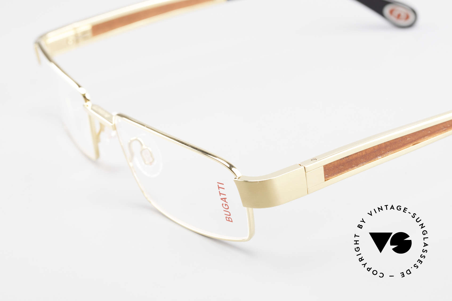 Bugatti 522 Padouk Precious Wood Gold, this model is definitely at the top of the eyewear sector, Made for Men