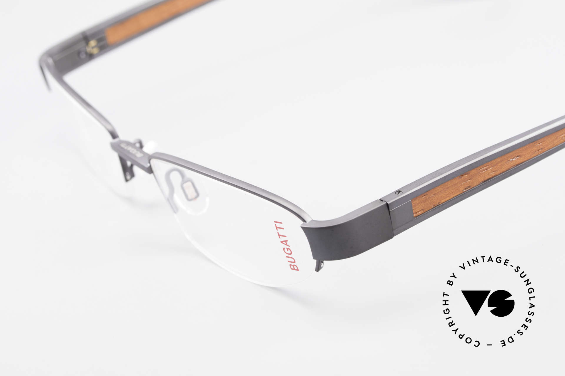 Bugatti 520 Padouk Wood Titanium Frame, this model is definitely at the top of the eyewear sector, Made for Men