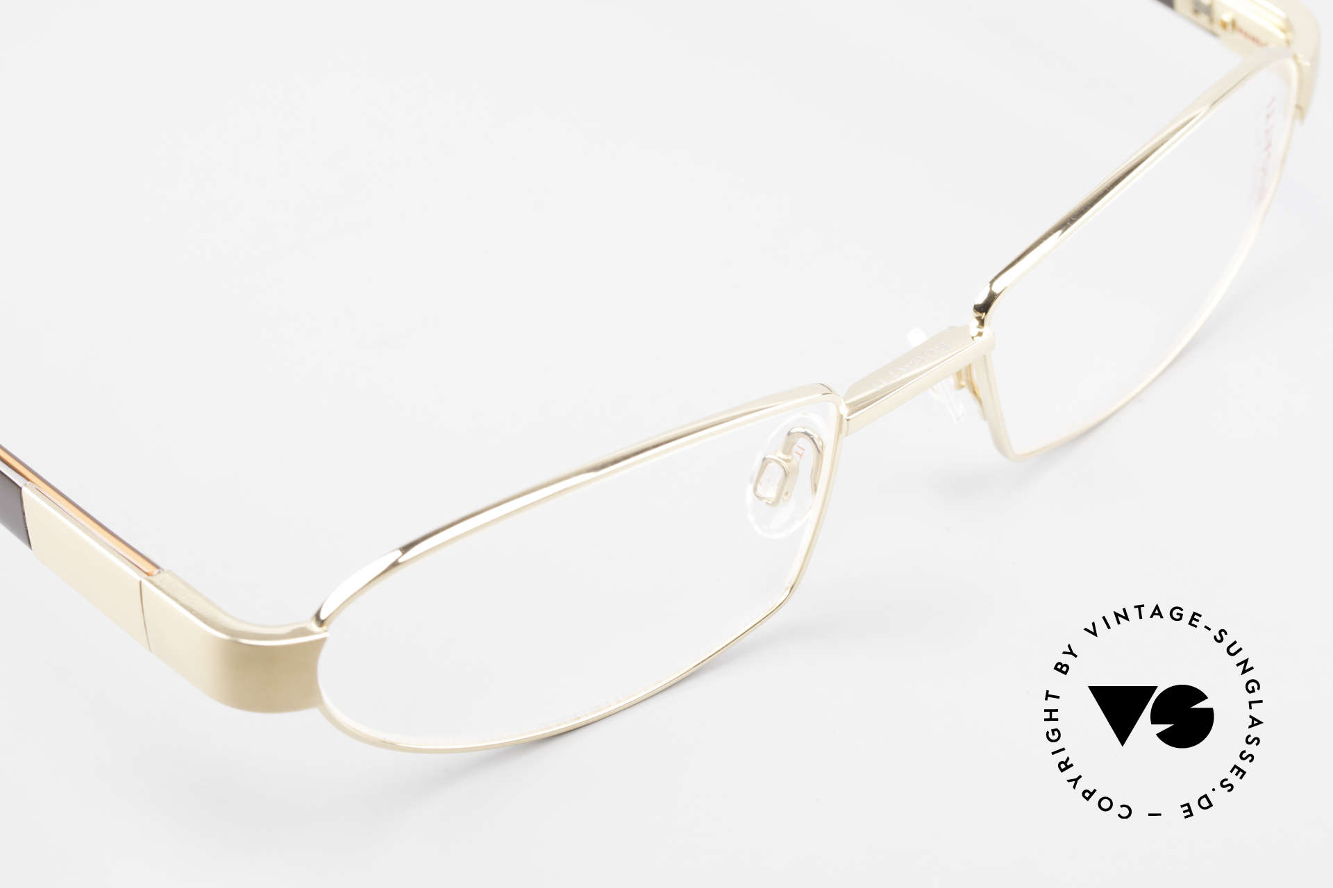 Bugatti 527 Titanium Frame Gold-Plated, this model is definitely at the top of the eyewear sector, Made for Men