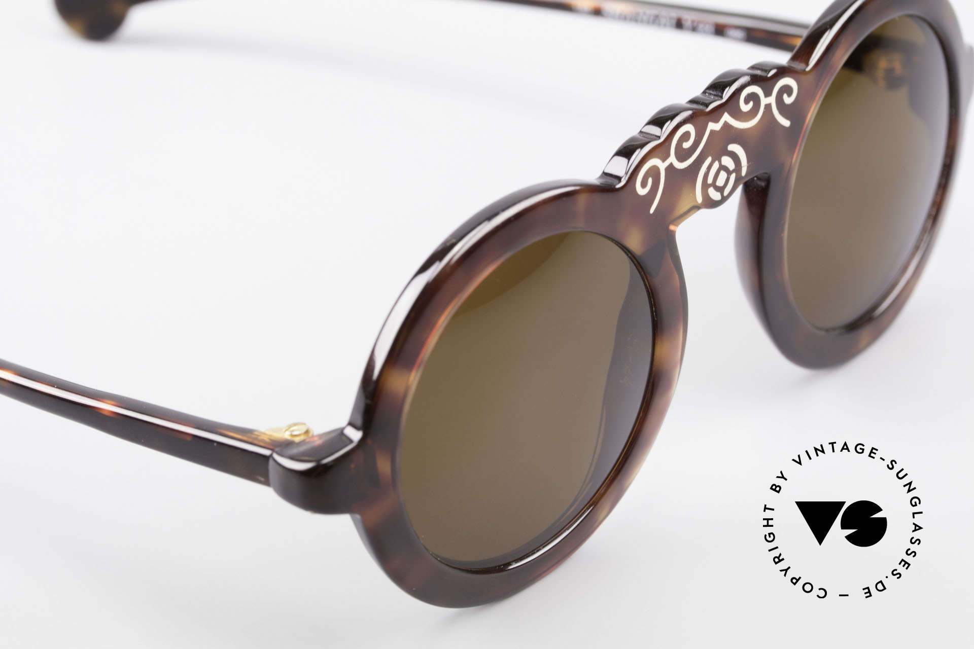 Laura Biagiotti V93 Shangai True Vintage 70's Sunglasses, NO retro fashion, but an app. 40 years old original, Made for Women