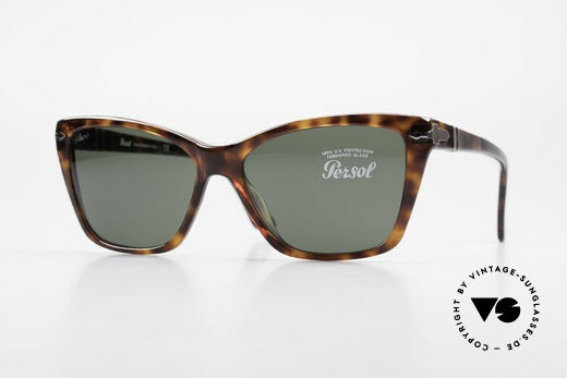 Persol 3023 Ladies Sunglasses Classic Details
