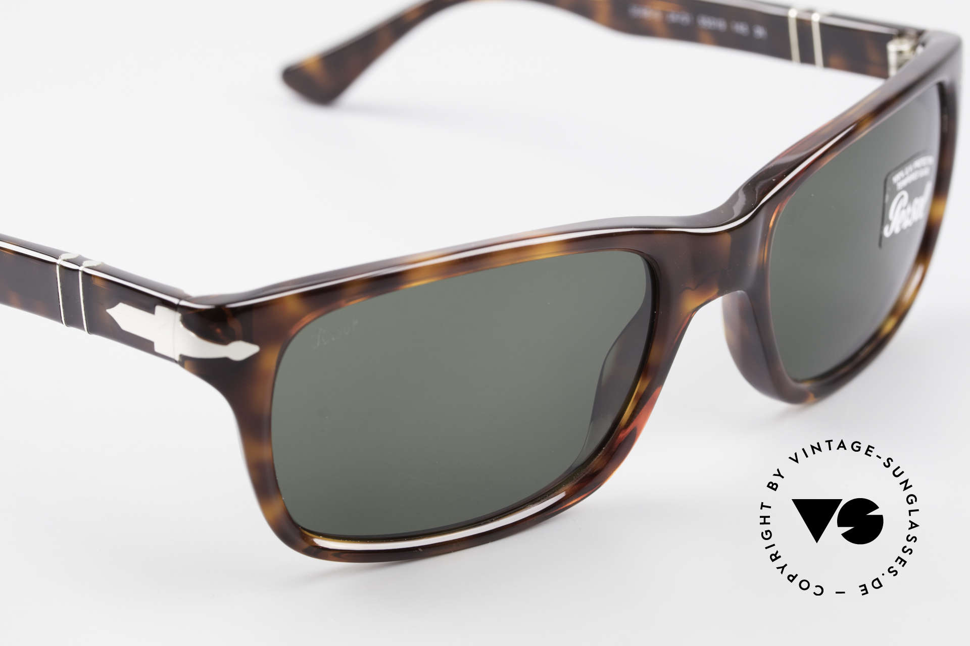 Persol 3048 Timeless Designer Sunglasses, thus, we decided to take it into our vintage collection, Made for Men and Women
