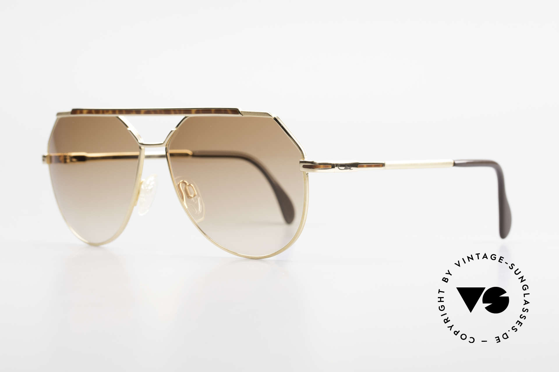 Cazal 733 80's Men's Aviator Sunglasses, finest craftsmanship & neat frame decor; size 60-13, Made for Men