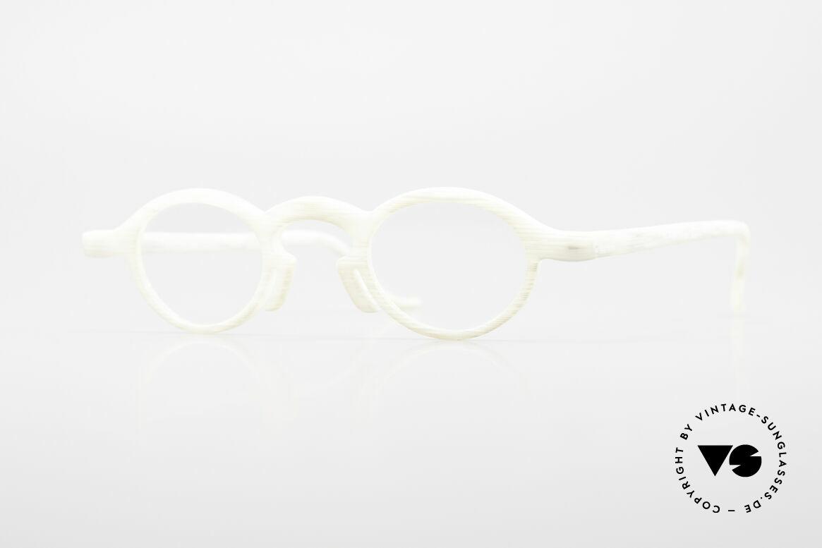 Theo Belgium Phone Ivory Optic Frame