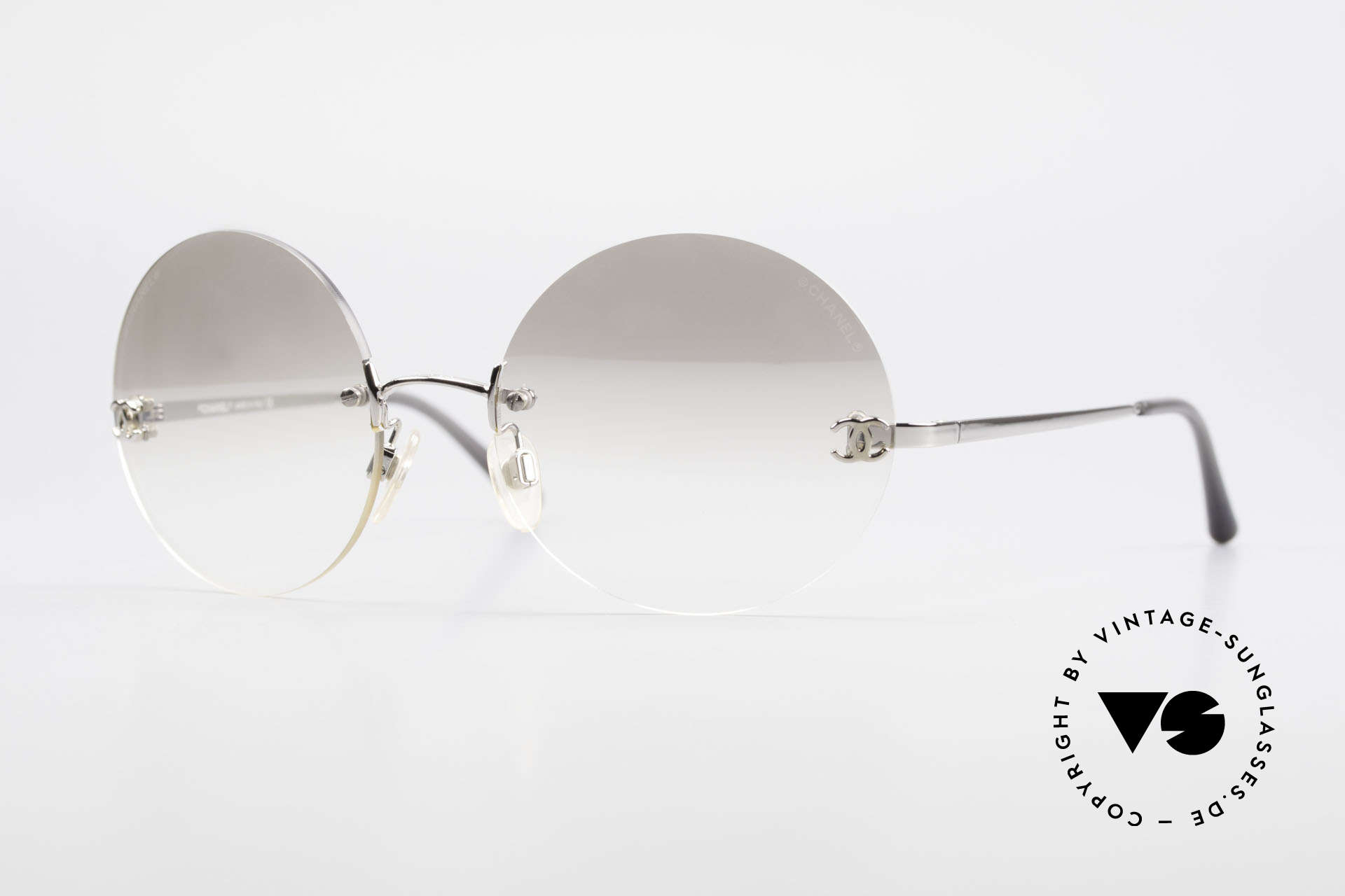 Chanel 4056 Round Luxury Sunglasses 90's, rare CHANEL shades, model 4056 in Medium size 53-18, Made for Men and Women