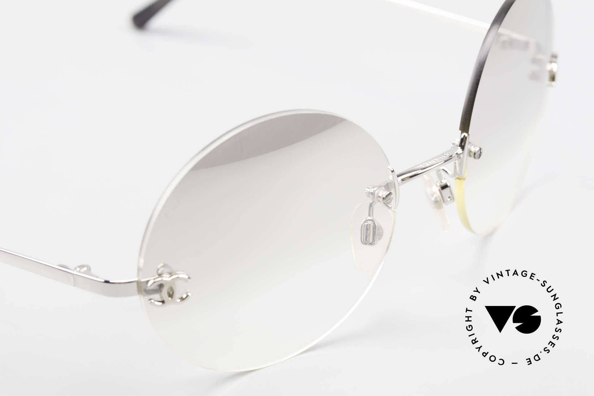 Chanel 4056 Round Luxury Sunglasses 90's, unworn designer shades (incl. original case by Chanel), Made for Men and Women