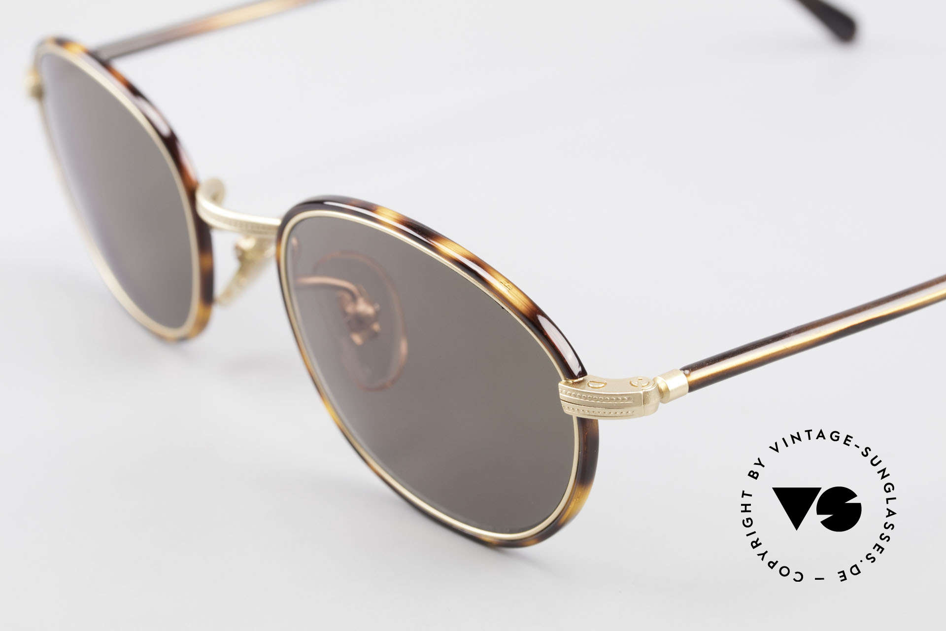Cutler And Gross 0394 Classic Vintage Sunglasses 90s, very elegant combination of materials and classic colors, Made for Men and Women