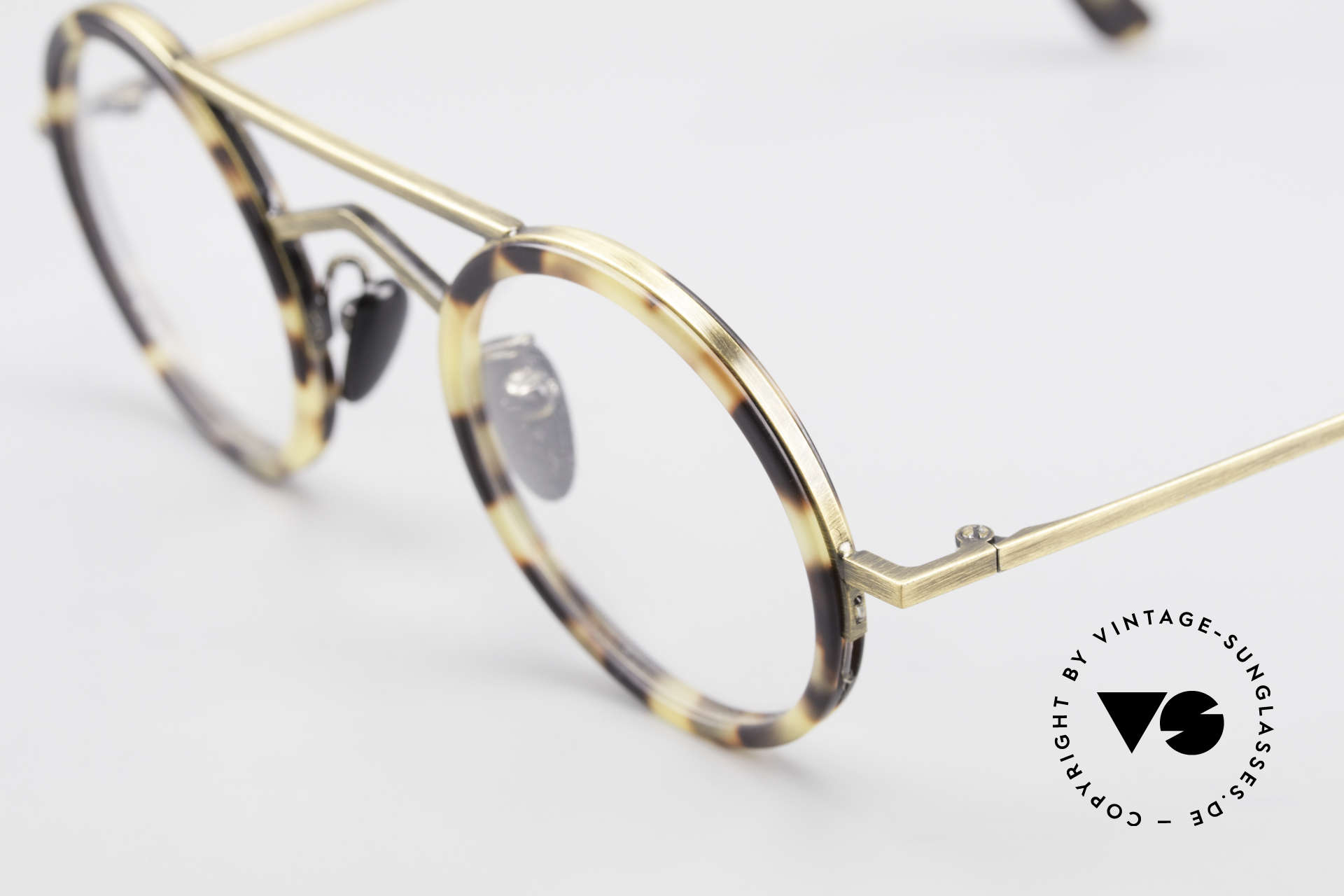 Gianni Versace 620 Round 90's Vintage Eyeglasses, classic round lens shape in extraordinary garment, Made for Men and Women