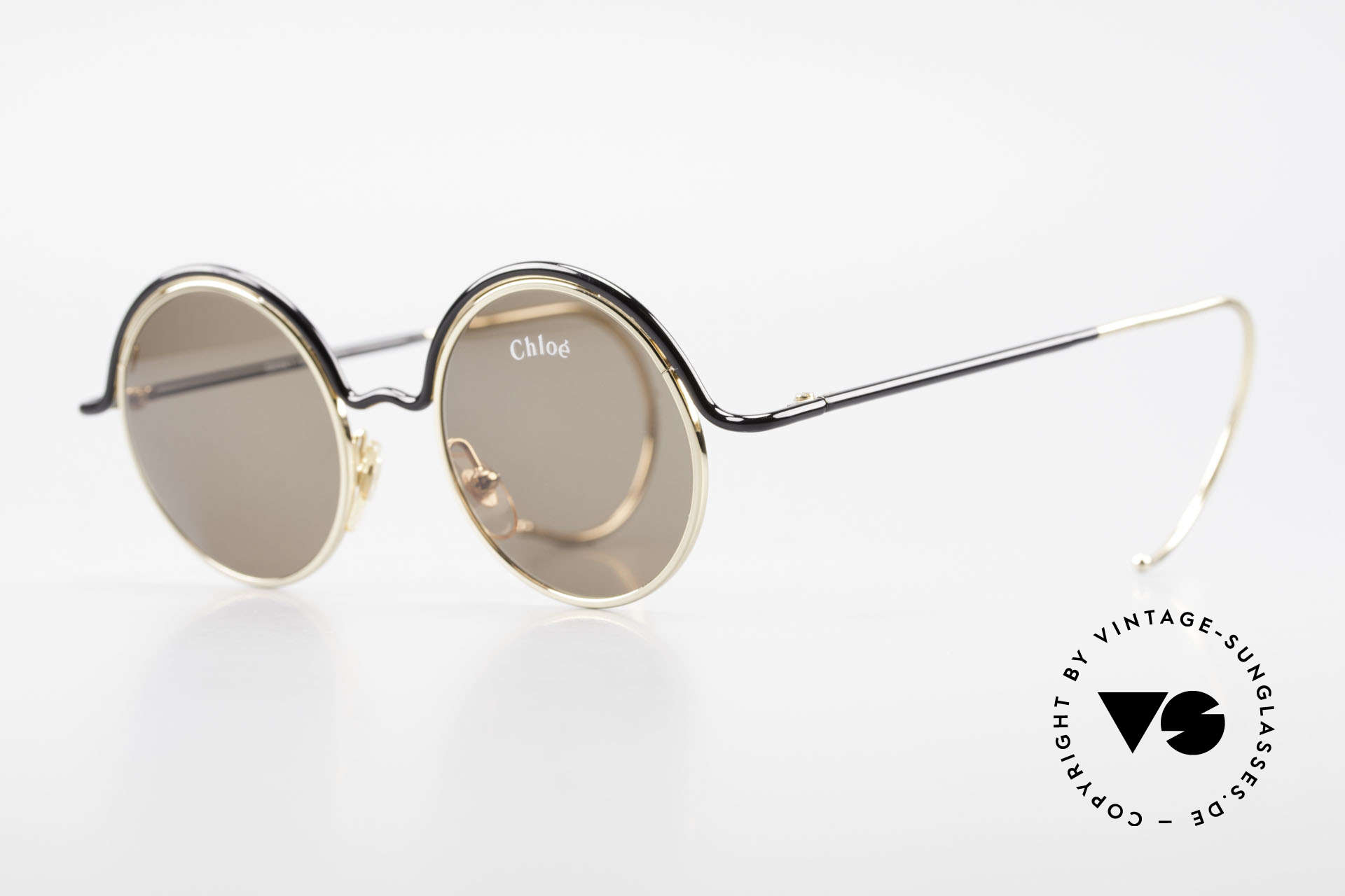 Chloe Show 1 Round Ladies Sunglasses 90's, very elegant frame coloring in black and gold, Made for Women