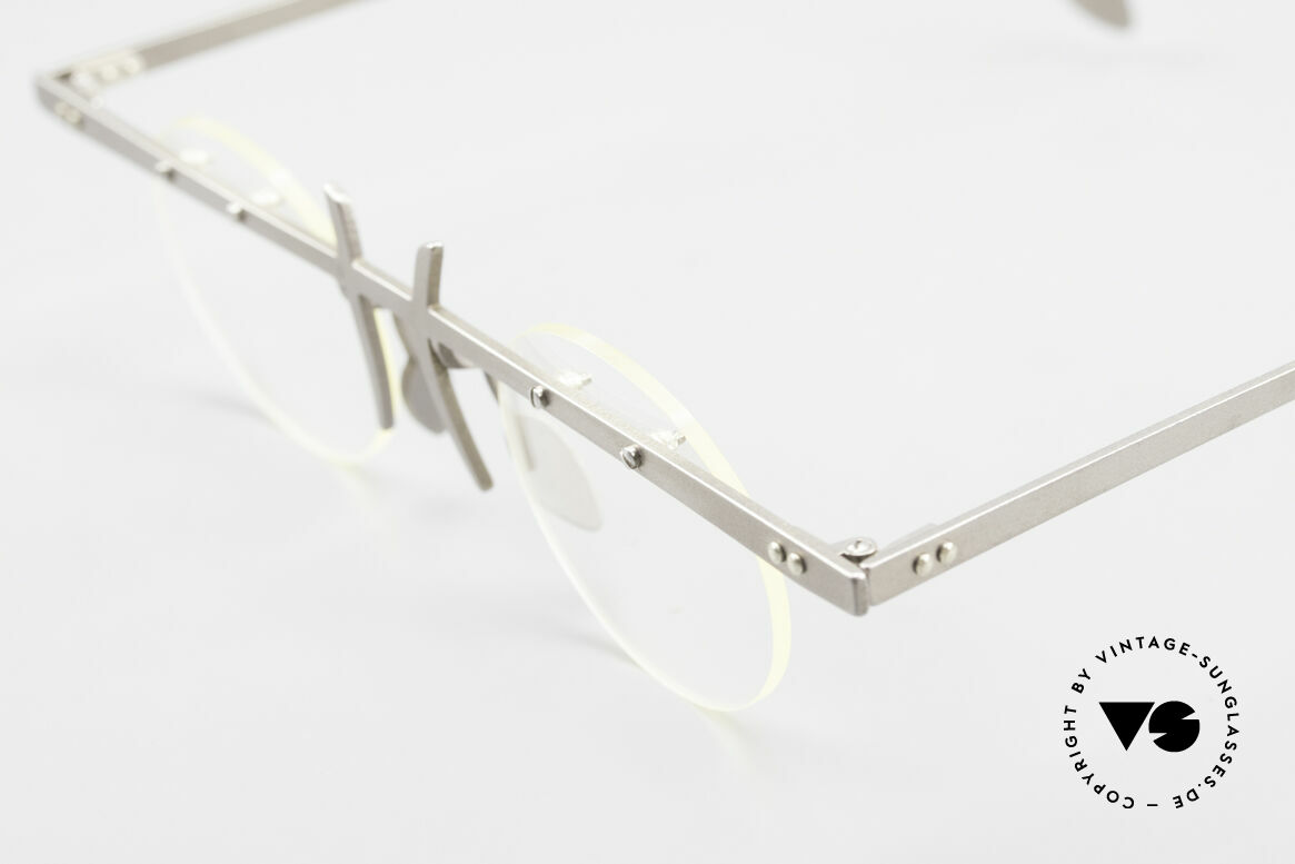 Theo Belgium Tita VI 3 Crazy Eyeglasses Titanium 90s, the clear DEMO lenses are fixed with screws at the frame, Made for Men and Women