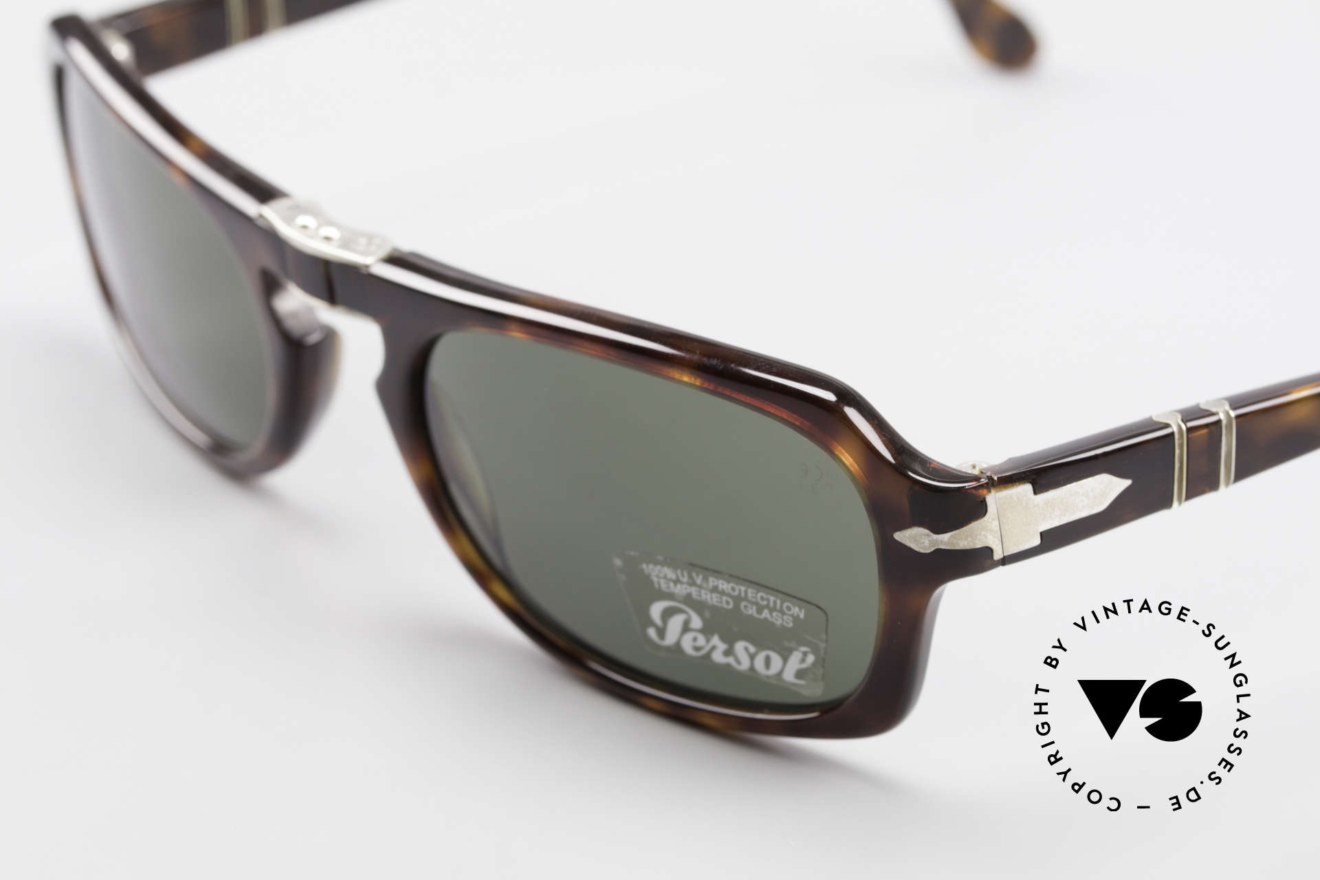 Persol 2621 Folding Foldable Sunglasses For Men, well, this re-issue is nicely made & in unworn condition, Made for Men