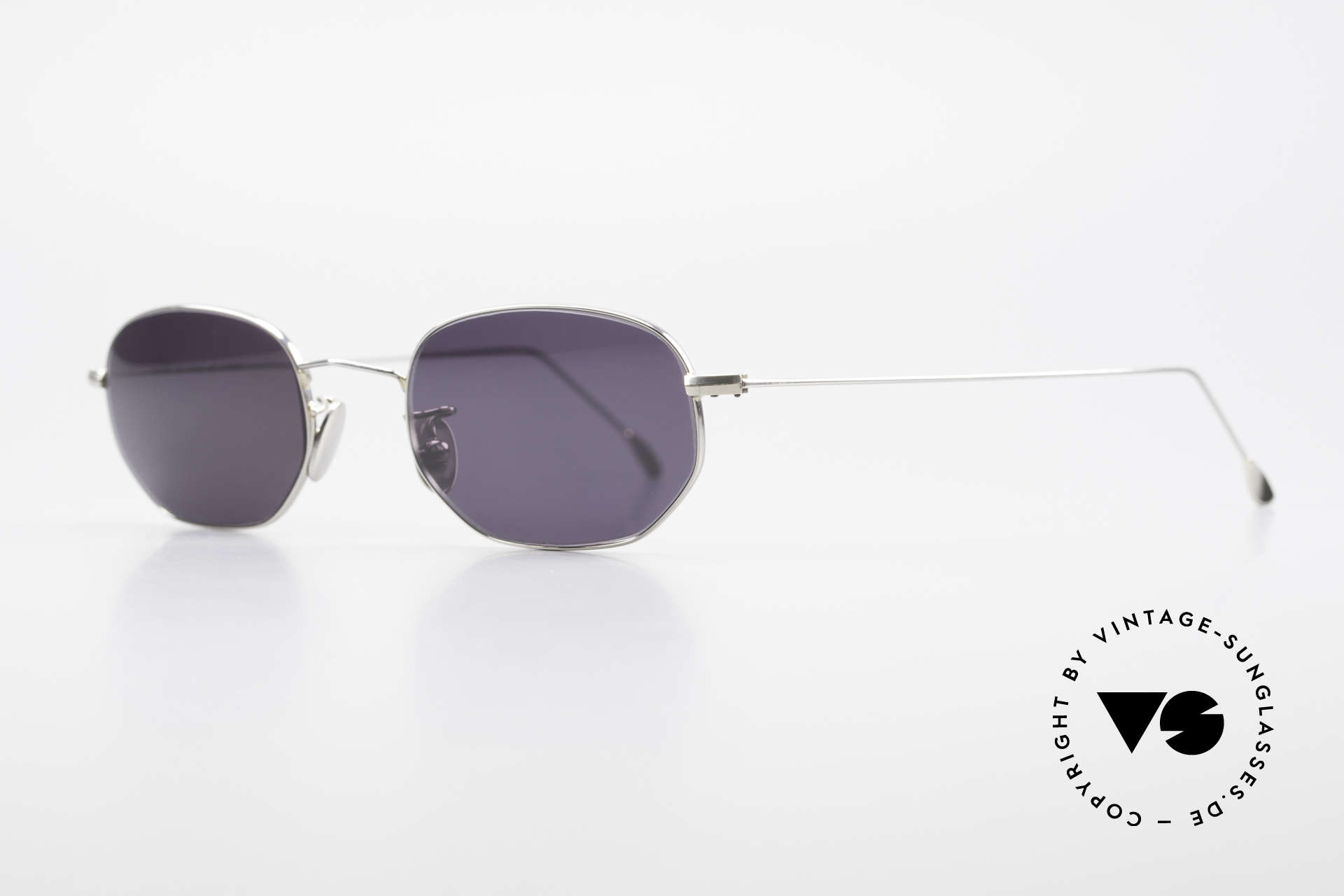 Cutler And Gross 0370 Classic Unisex Sunglasses 90s, stylish & distinctive in absence of an ostentatious logo, Made for Men and Women