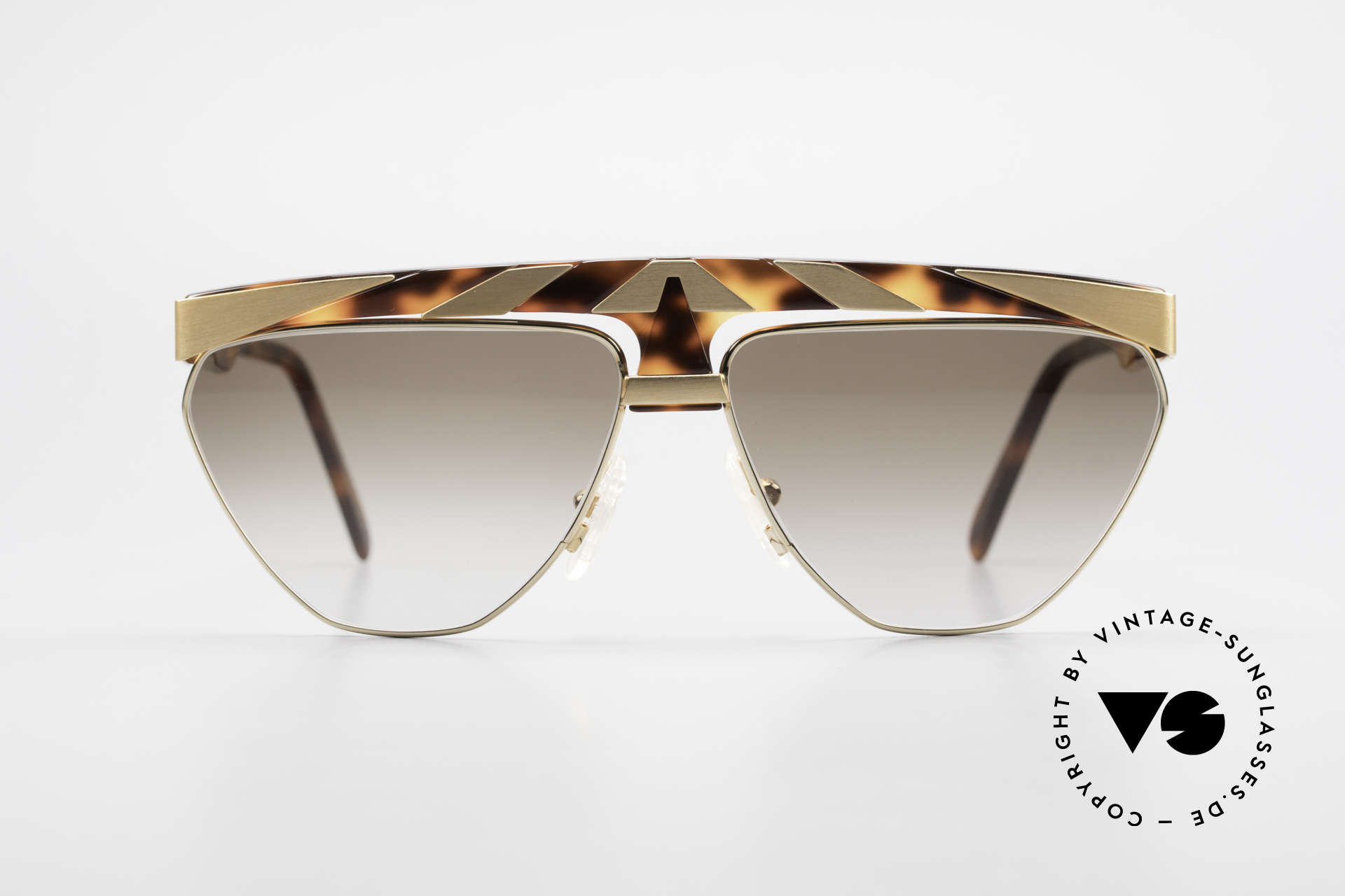 Alpina G84 80's Sunglasses Gold Plated, conspicuous frame design with ornamenting details, Made for Men and Women