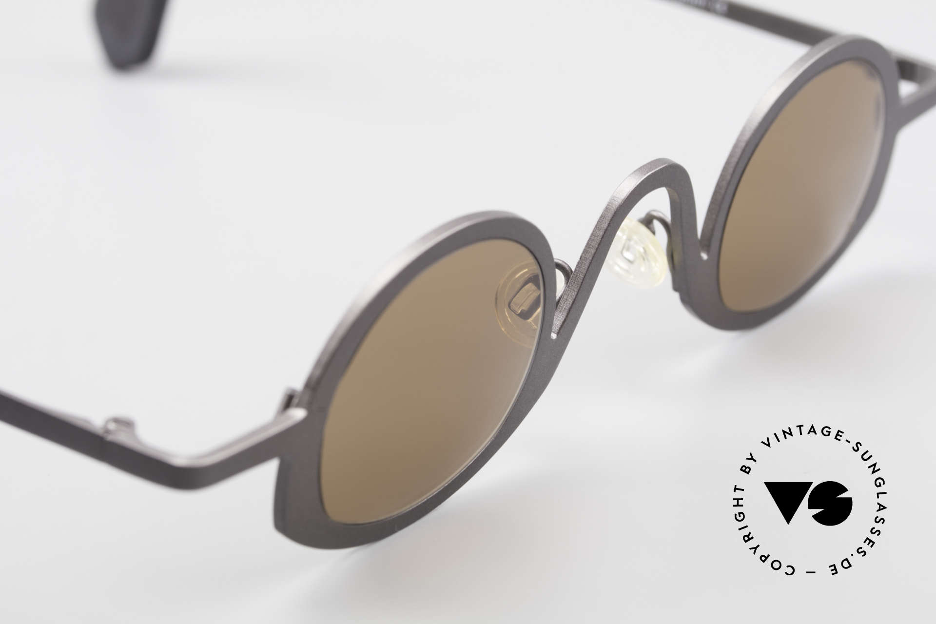 Theo Belgium Circle Avant-Garde Sunglasses 90's, unworn vintage eyeglass-frame (with representativeness), Made for Men and Women