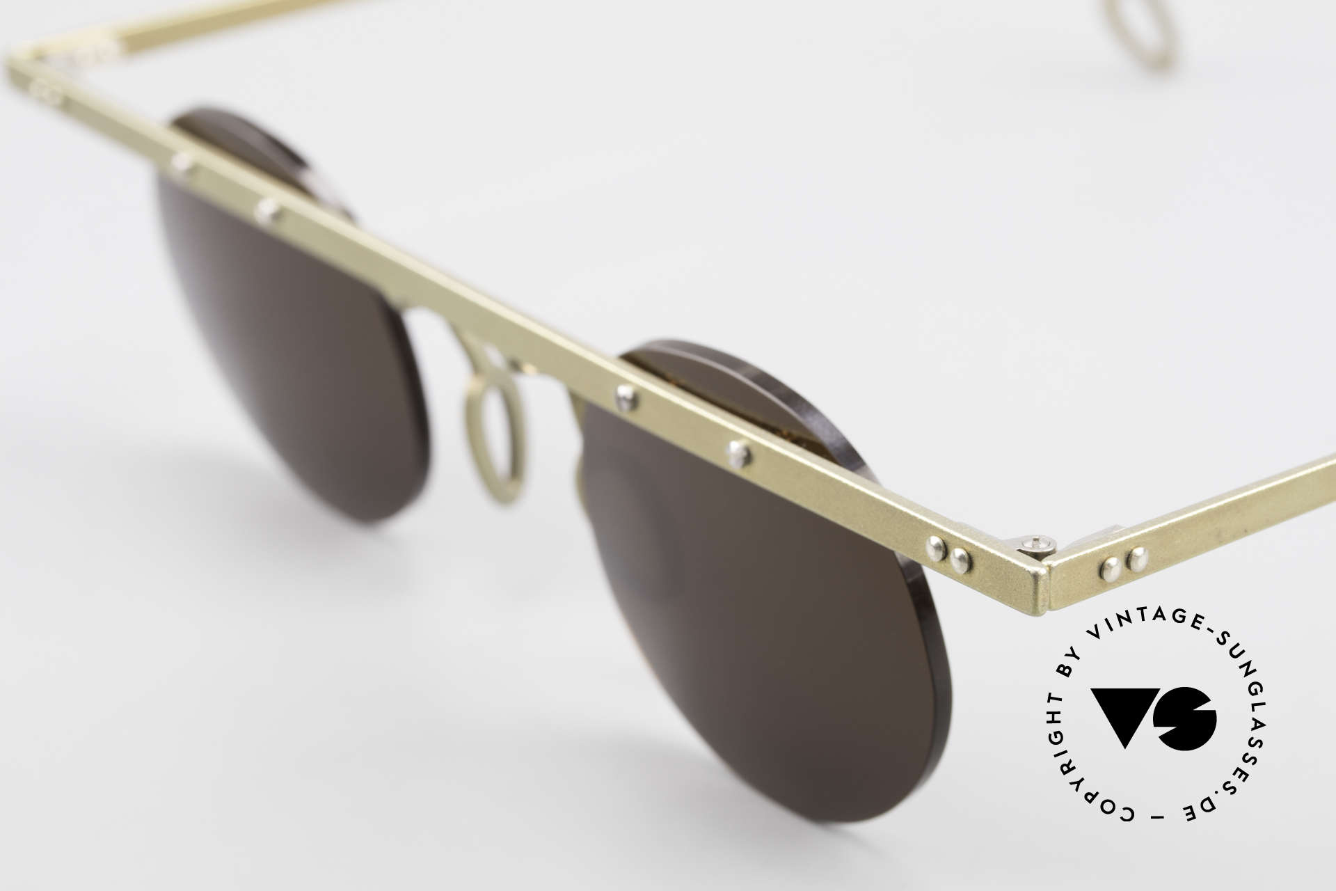Theo Belgium Tita VII 10 Crazy Titanium Sunglasses 90s, the round sun lenses are fixed with screws at the frame, Made for Men and Women