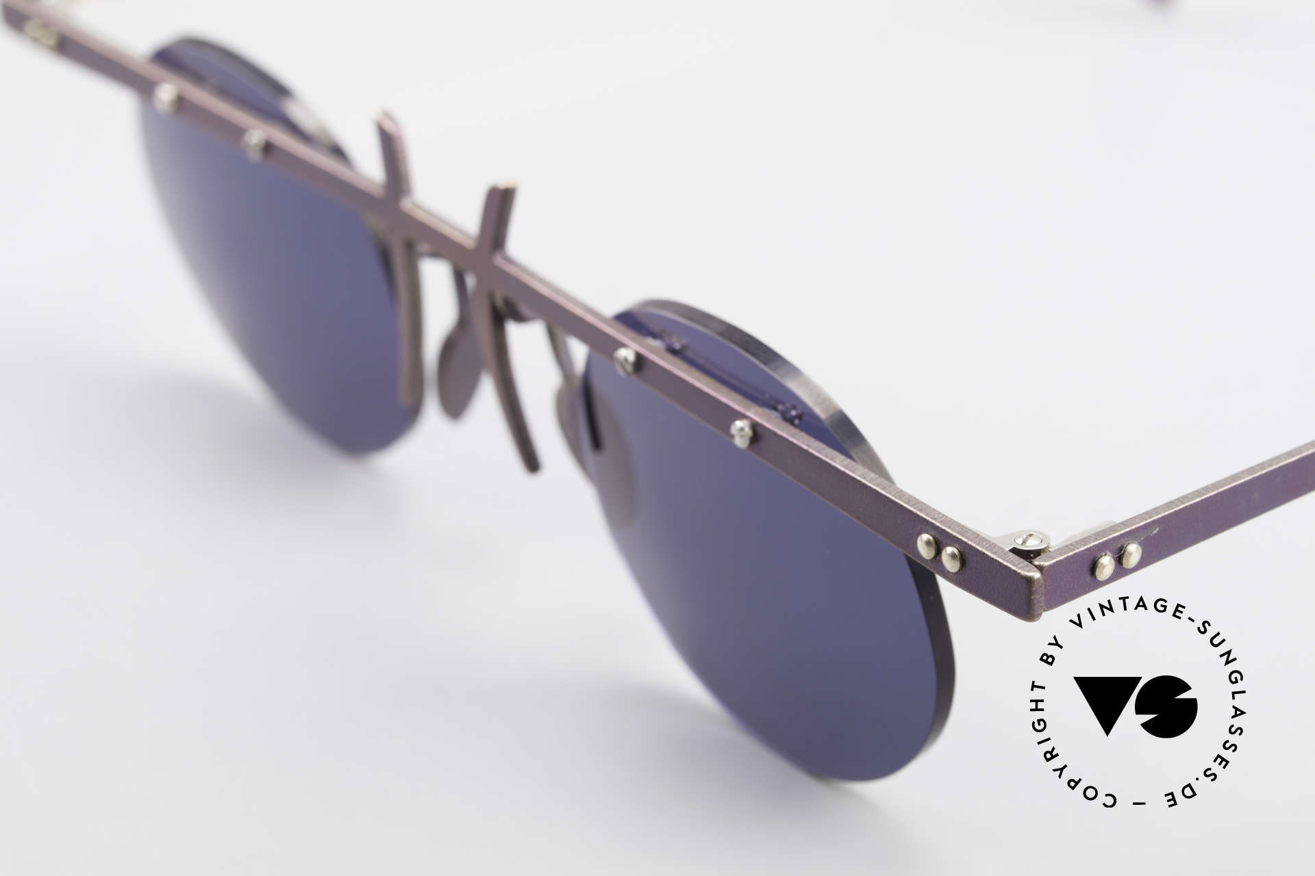 Theo Belgium Tita VI 4 Crazy Sunglasses Titanium 90s, the round sun lenses are fixed with screws at the frame, Made for Men and Women