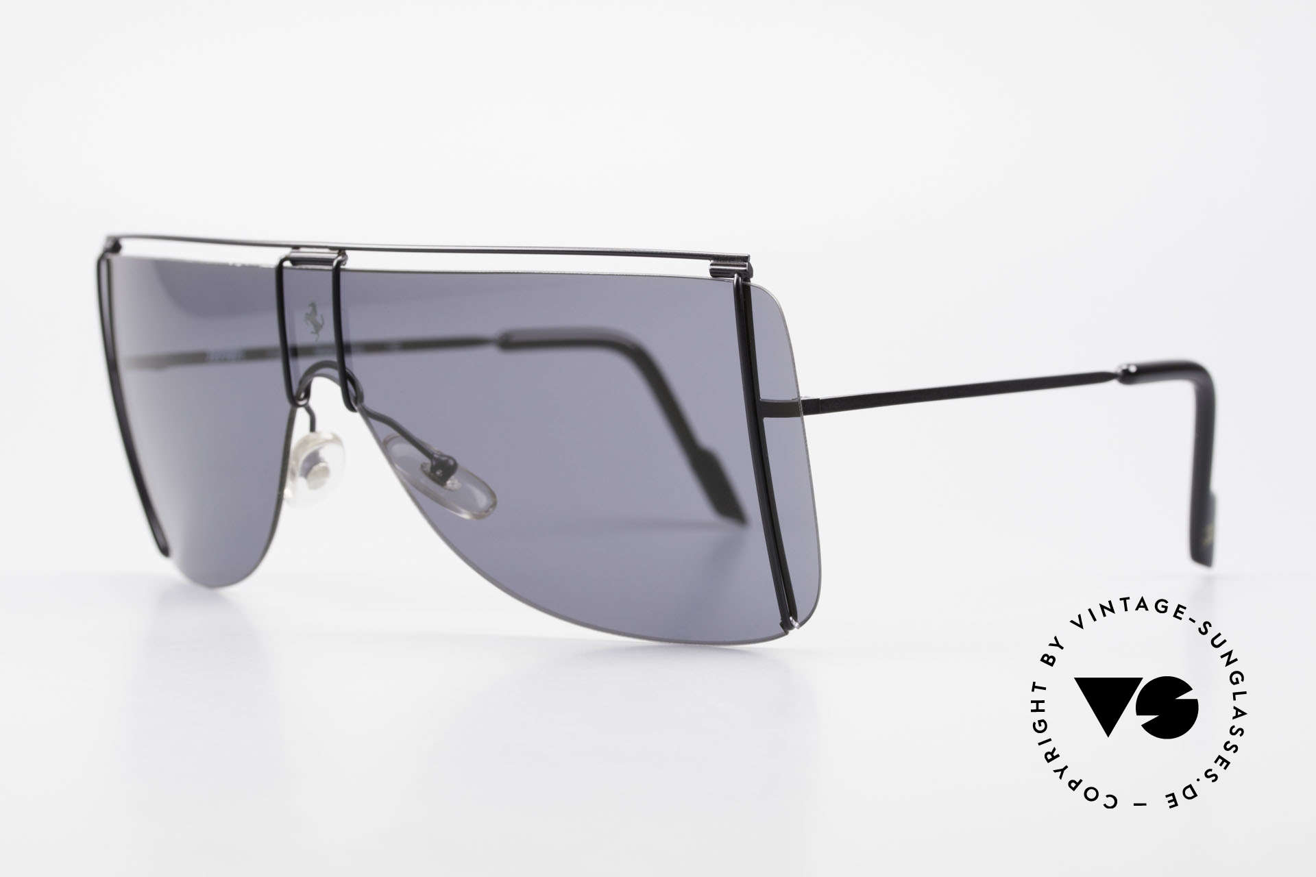 Ferrari F20/S Luxury Sunglasses Kylie Jenner, a very stylish and very elegant fashion accessory, Made for Men and Women
