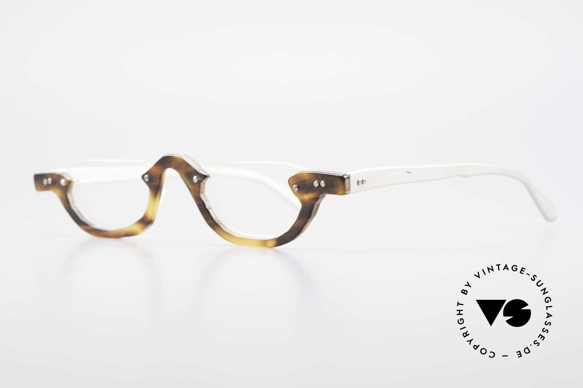 Theo Belgium Eye-Witness AE17 Crazy Reading Glasses Titanium, made for the avant-garde, individualists; trend-setters, Made for Men and Women