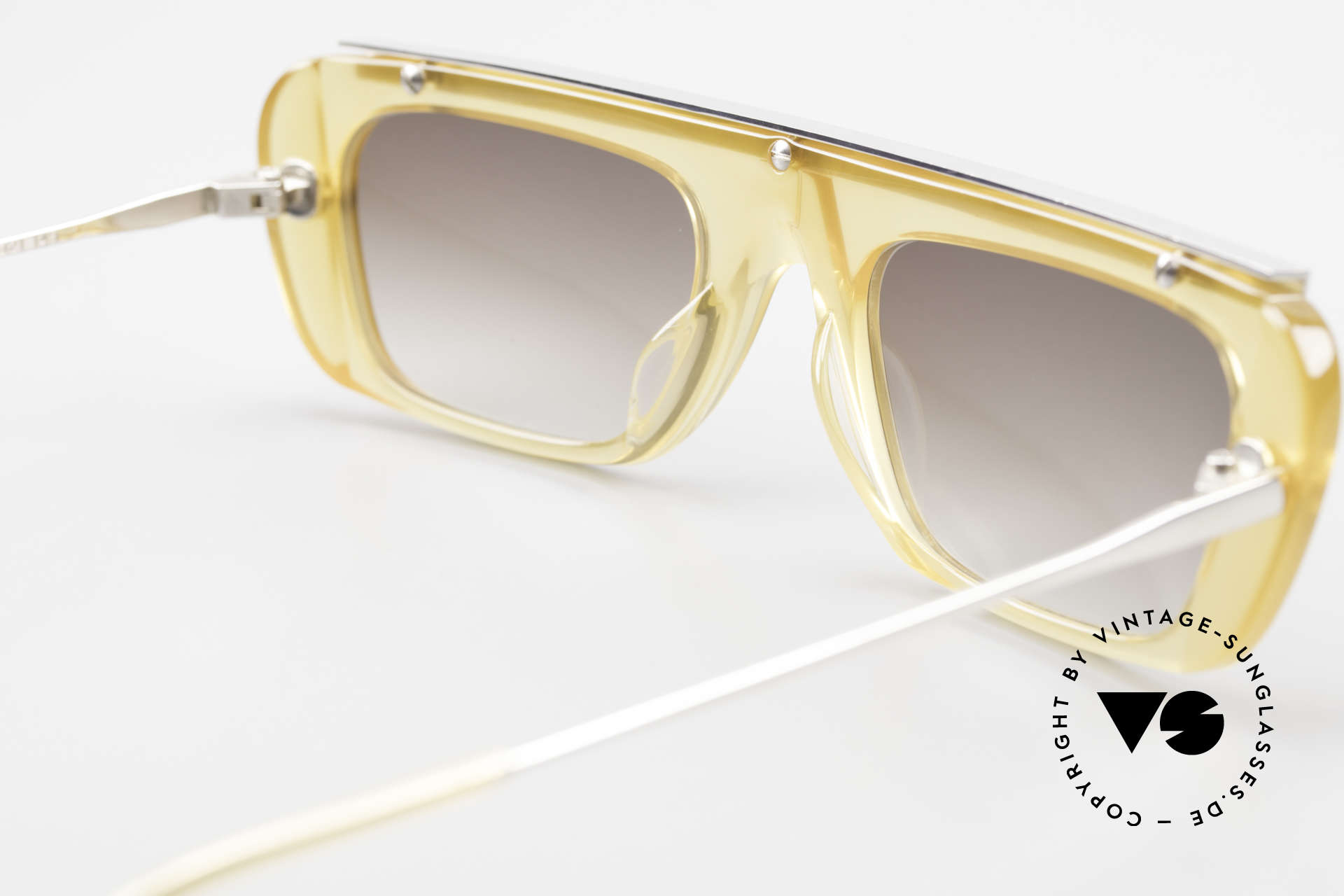 Jean Paul Gaultier 55-0771 Striking Vintage JPG Shades, the frame can be glazed with lenses of any kind, Made for Men and Women