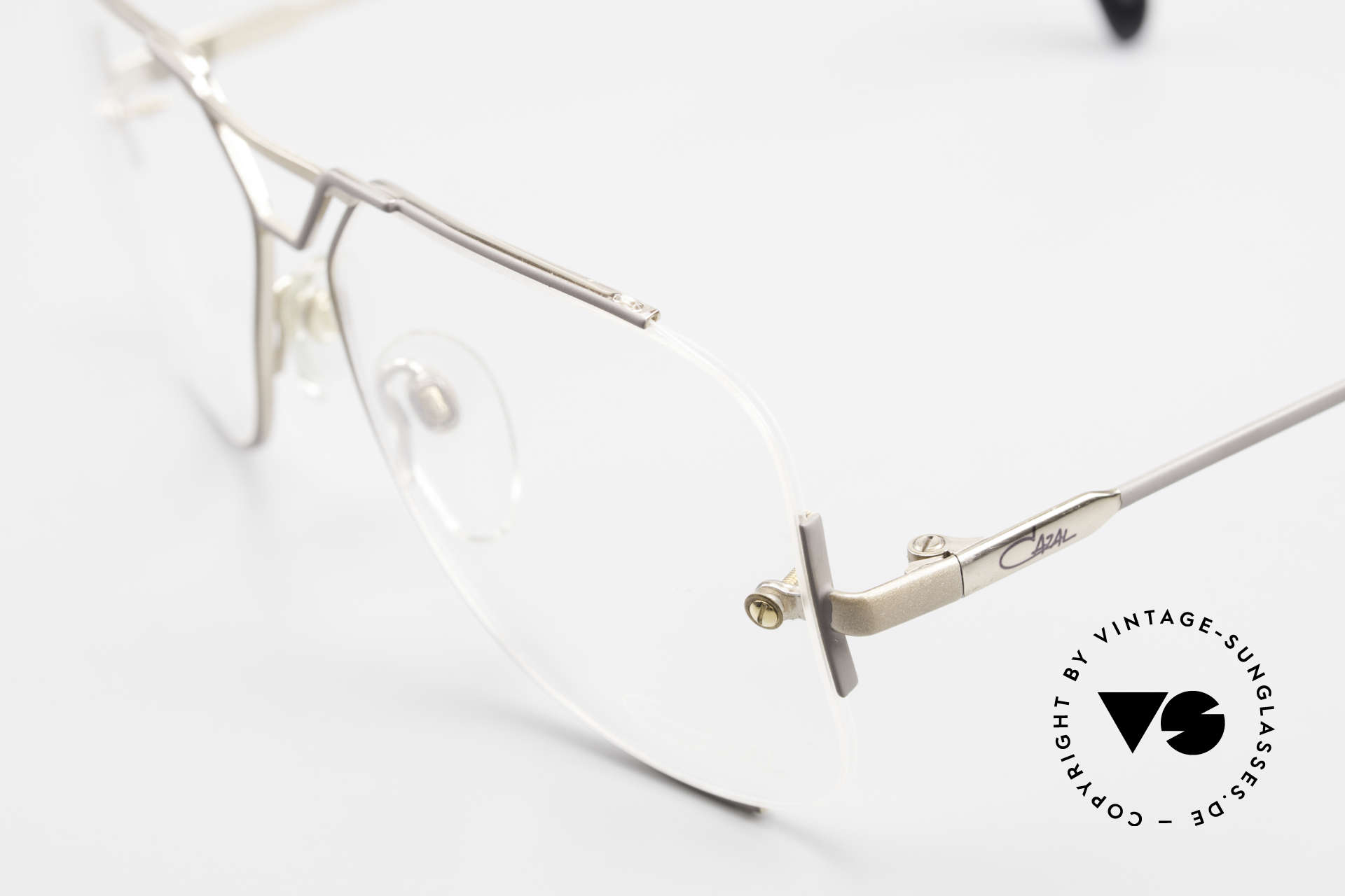 Cazal 722 Extraordinary Vintage Frame, perfect fit & very pleasant to wear (27gram only), Made for Men