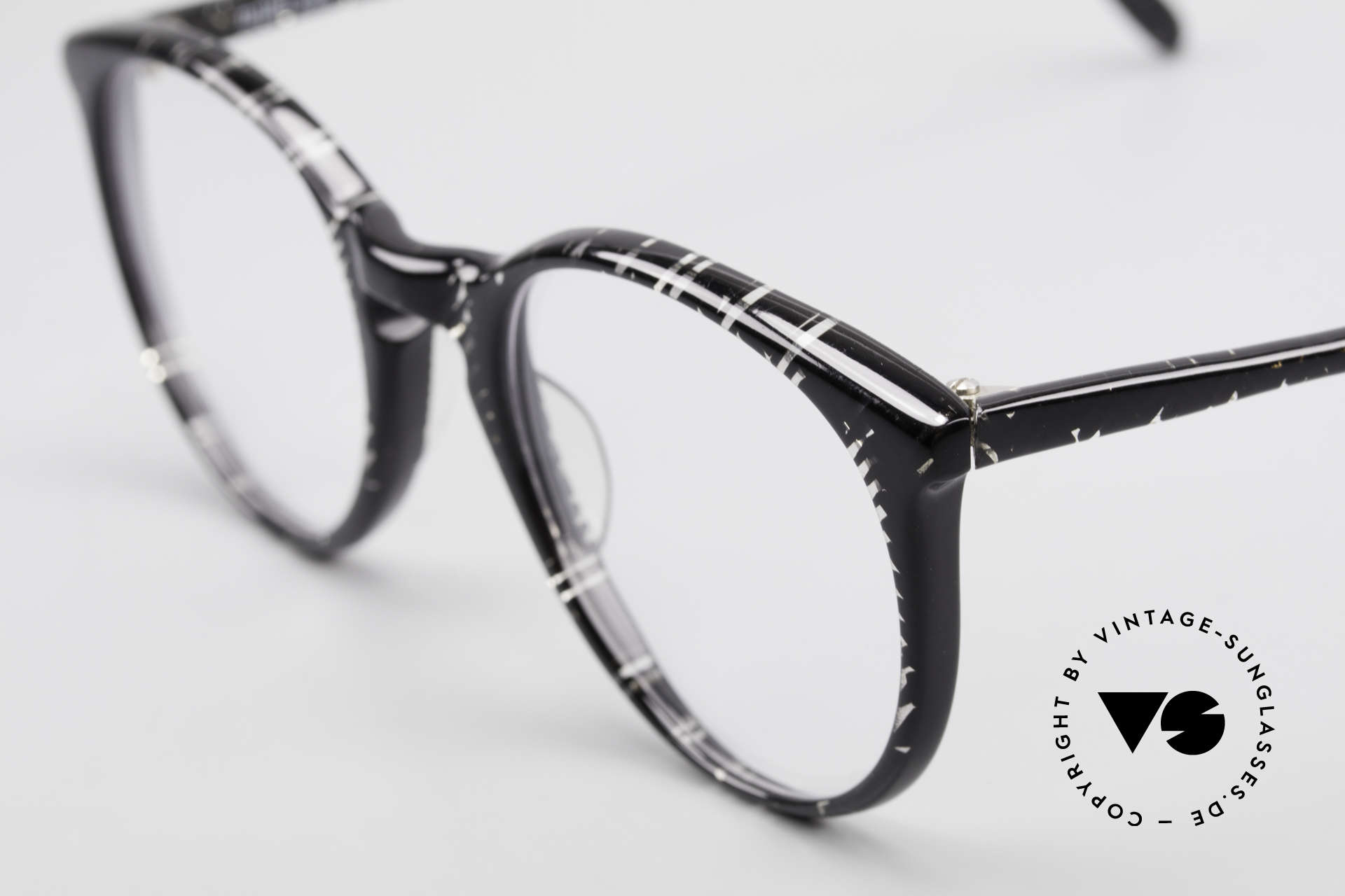 Alain Mikli 901 / 299 Panto Frame Black Crystal, never worn (like all our vintage Alain Mikli specs), Made for Men and Women