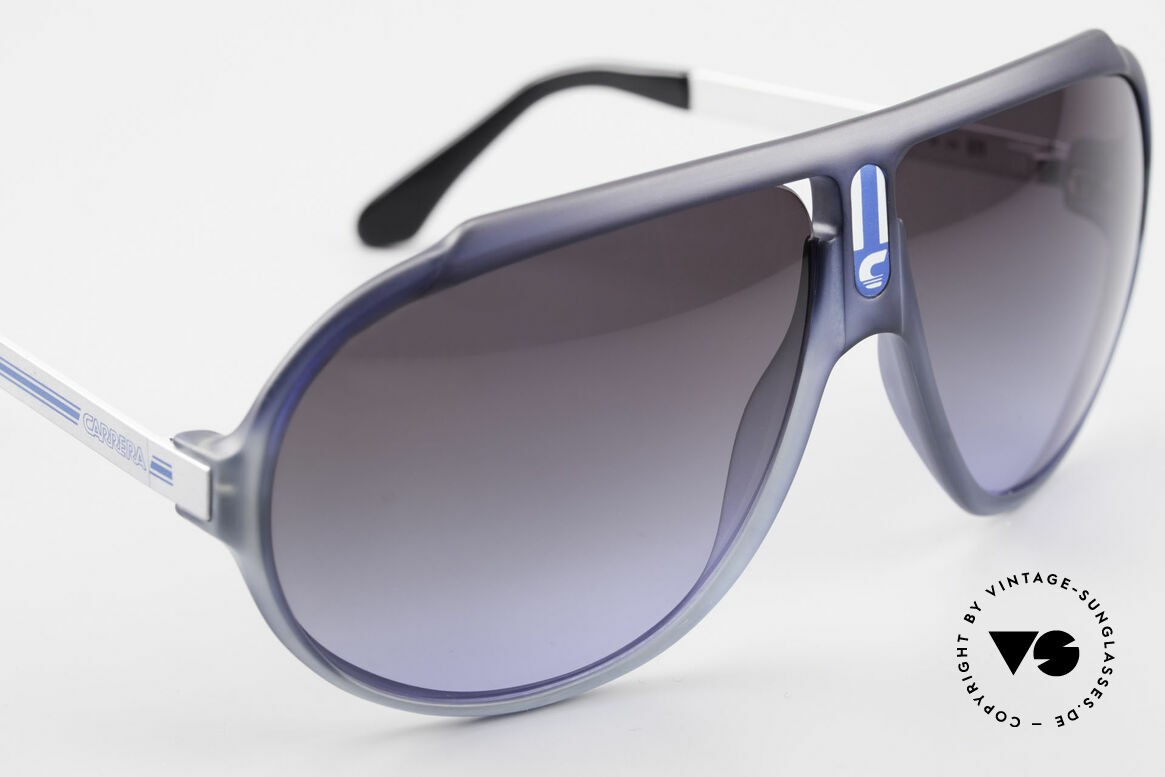 Carrera 5512 Iconic 80's Vintage Sunglasses, unworn rarity with GRAY to BLUE -gradient sun lenses, Made for Men