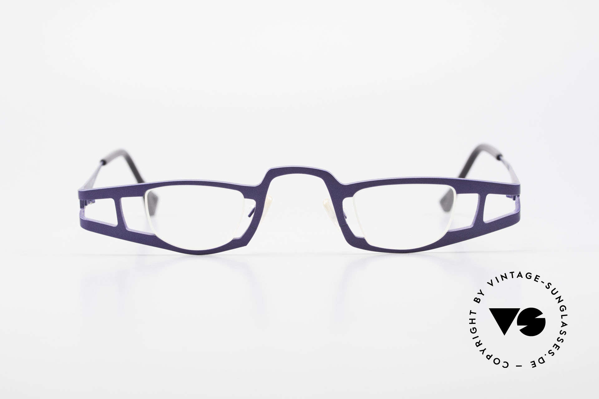 Theo Belgium Eye-Witness KO Pure Titanium Reading Specs, founded in 1989 as 'opposite pole' to the 'mainstream', Made for Women