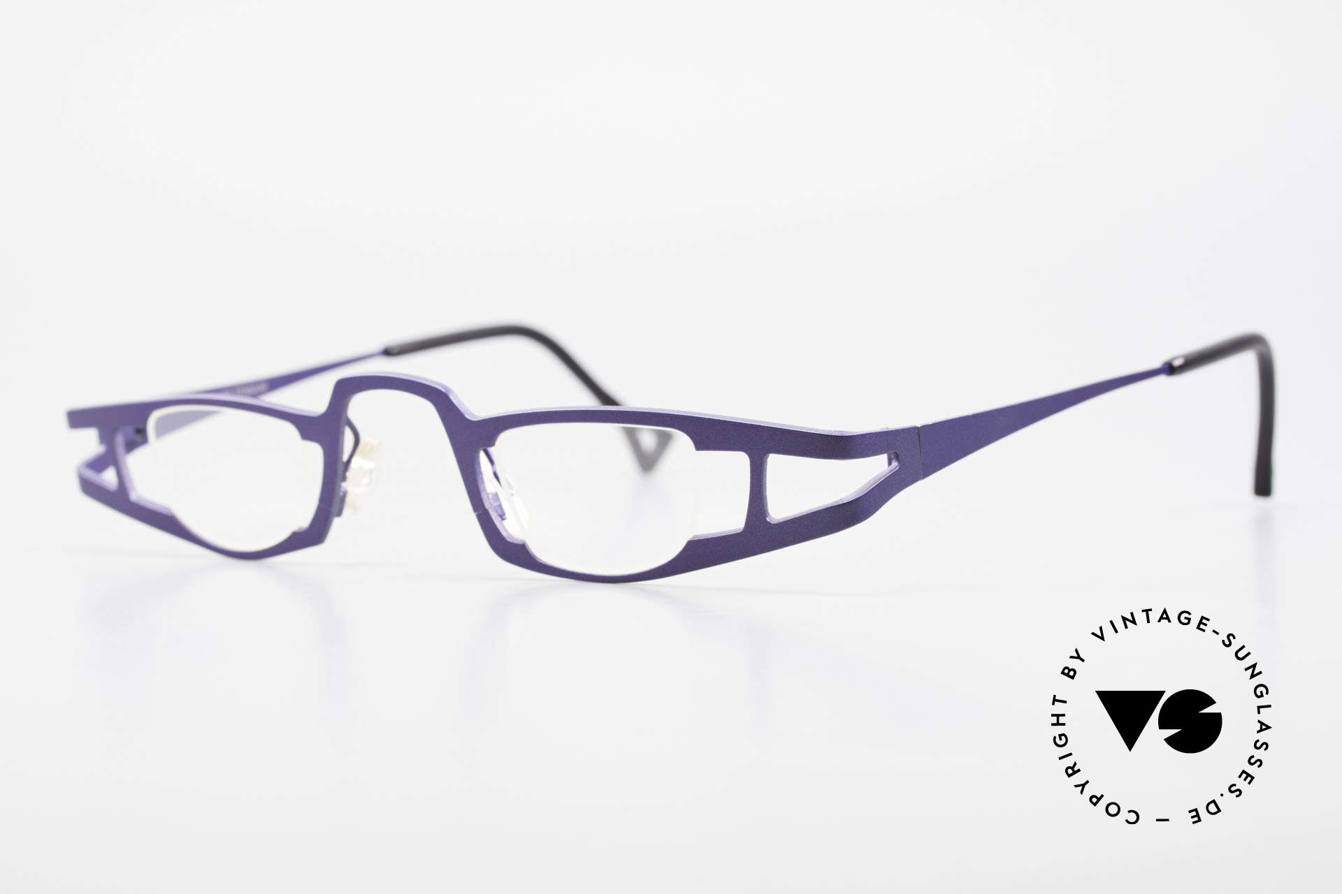 Theo Belgium Eye-Witness KO Pure Titanium Reading Specs, made for the avant-garde, individualists; trend-setters, Made for Women
