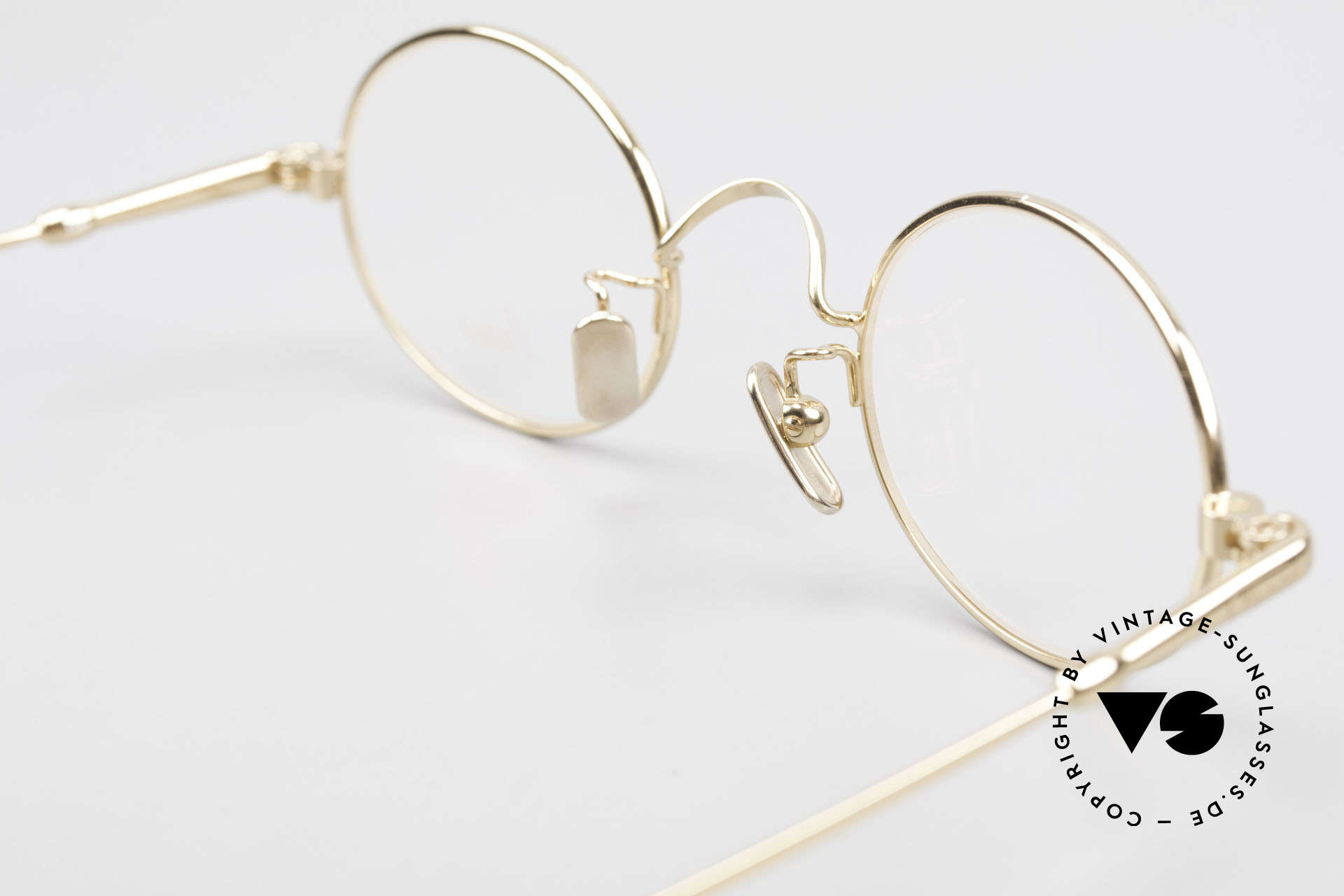 Lunor V 100 Oval Eyeglasses Gold Plated, of course, an unworn original with pure titanium pads, Made for Men and Women