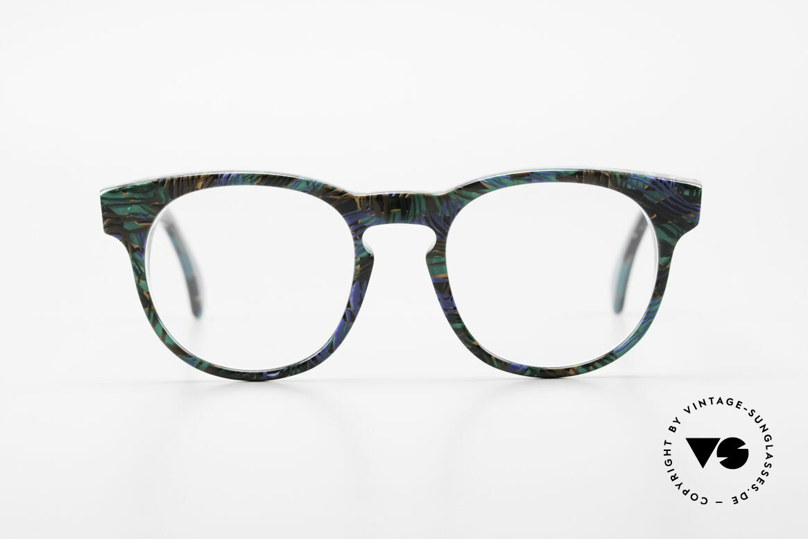 Alain Mikli 903 / 688 Panto Frame 80's Patterned, classic 'panto'-design with an interesting pattern, Made for Men and Women