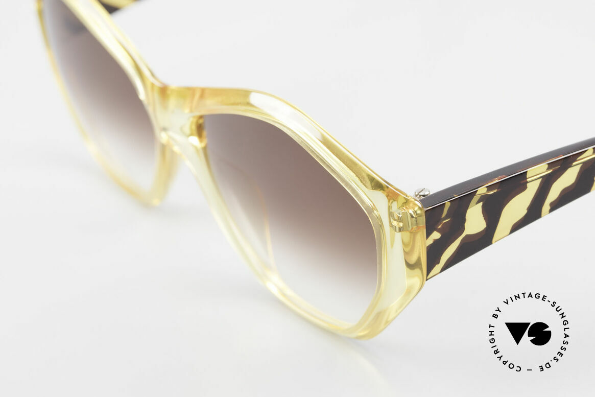 Paloma Picasso 1463 Optyl Sunglasses 90's Ladies, the incredible Optyl material does not seem to age, Made for Women