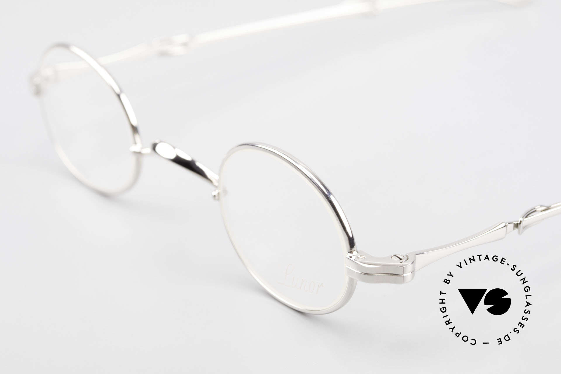 Lunor I 04 Telescopic Oval XS Glasses Slide Temples, as well as for the brilliant telescopic / extendable arms, Made for Men and Women