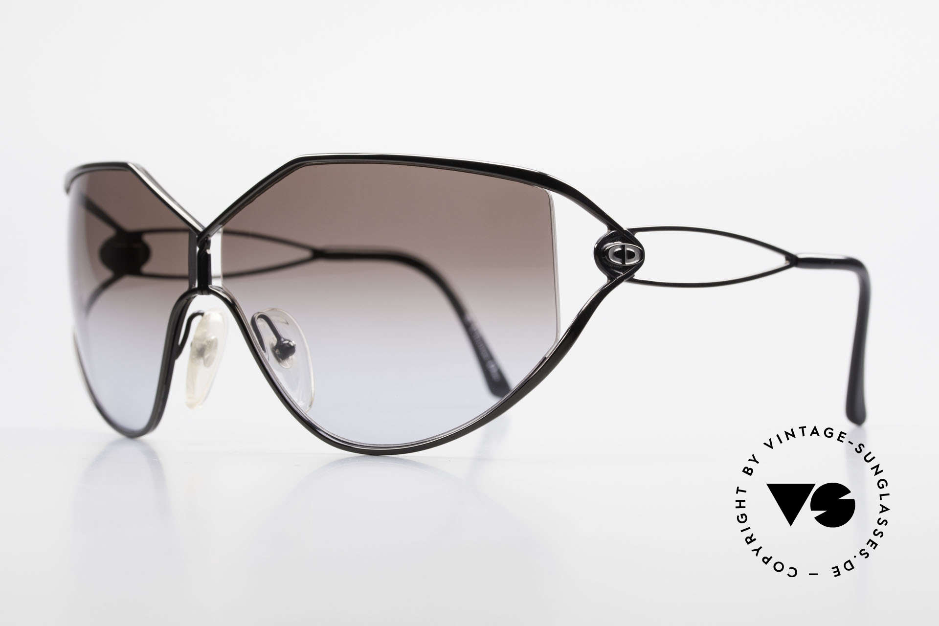 Christian Dior 2345 Ladies Designer Sunglasses 90s, the front is black-chrome finished (très chic), Made for Women