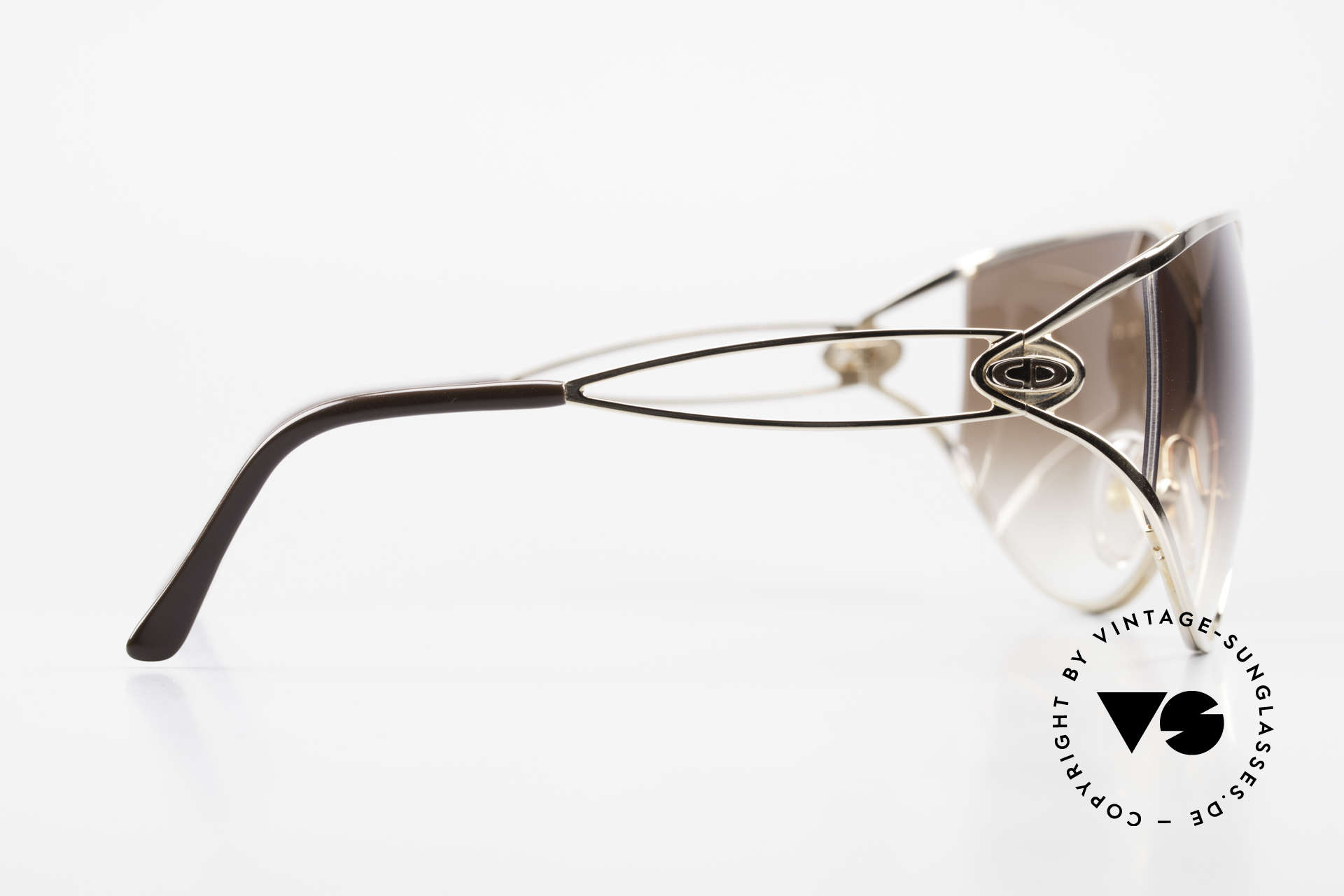 Christian Dior 2345 Ladies 90s Designer Sunglasses, brown-gradient sun lenses; 100% UV protection, Made for Women