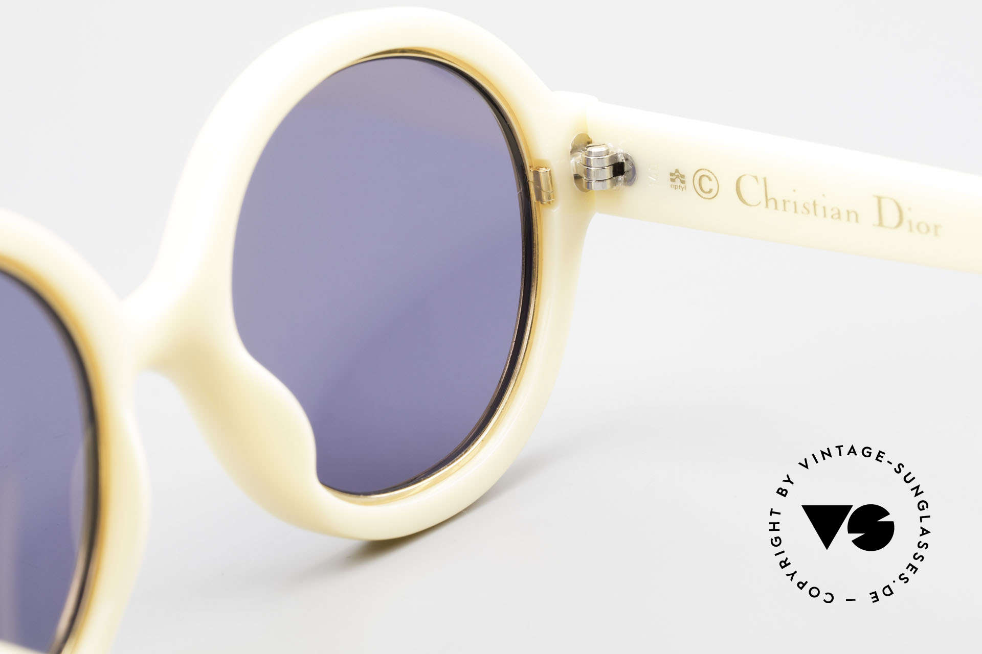 Christian Dior 2446 Round Ladies 80's Sunglasses, NO retro sunglasses, but an app. 35 years old unicum, Made for Women
