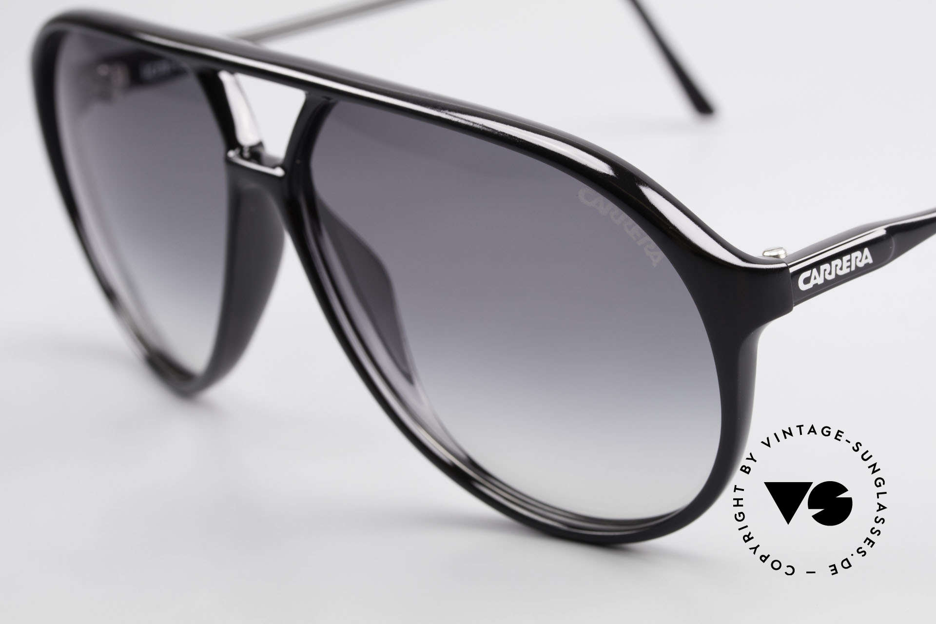 Carrera 5425 80's Shades With Extra Lenses, 2 sets of lenses: 1x gray-gradient and 1x brown-solid, Made for Men