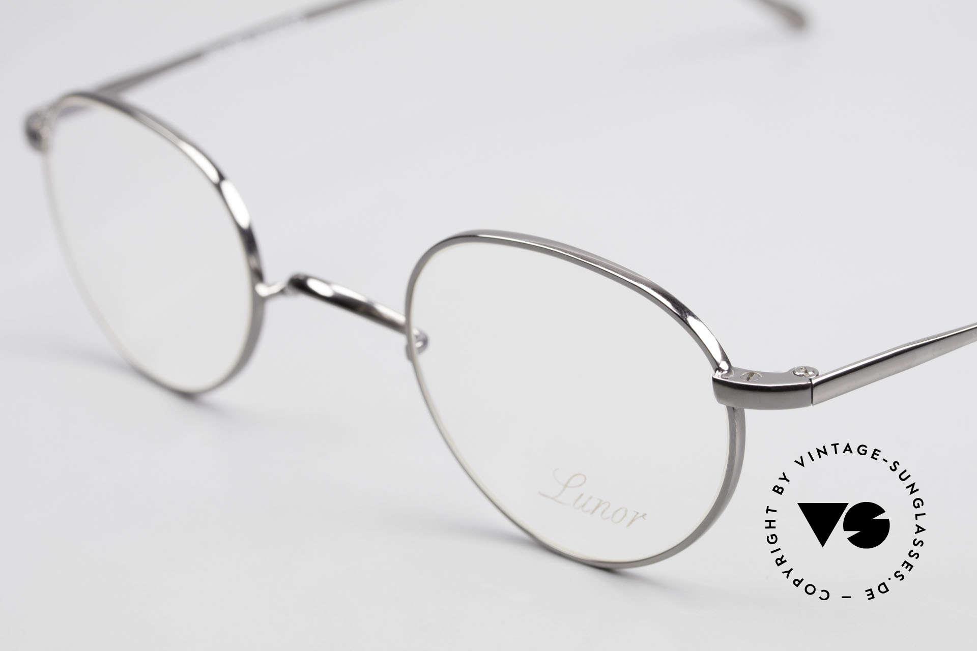 Lunor Club 501 GM Metal Glasses Anatomic Bridge, this is mod. Club 501 GM (gunmetal) with anatomic bridge, Made for Men and Women