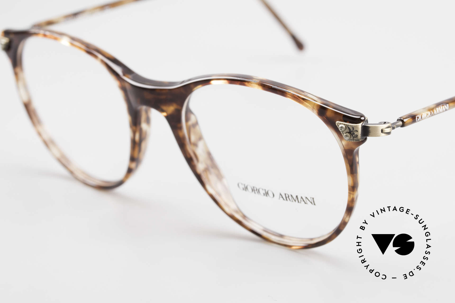 Giorgio Armani 330 True Vintage Unisex Glasses, frame is made for lenses of any kind (optical/sun), Made for Men and Women