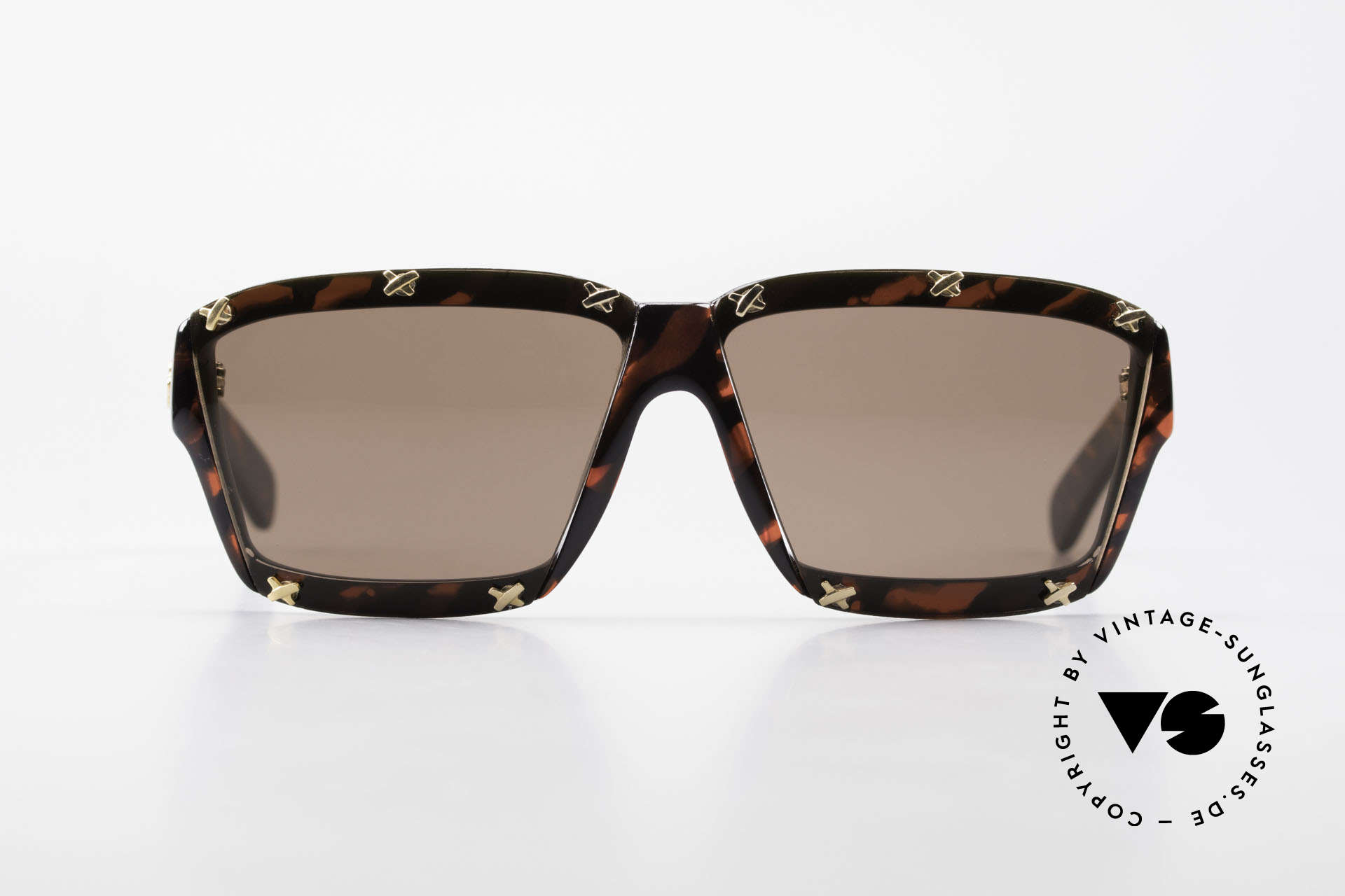 Paloma Picasso 3702 No Retro Sunglasses Vintage, spectacular design meets a brilliant frame pattern, Made for Women