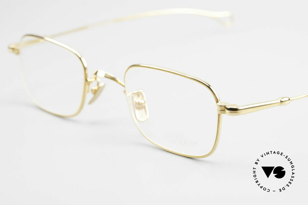 Lunor V 109 Lunor Men's Frame Gold Plated, mod. V109: a very elegant eyewear classic for gentlemen, Made for Men