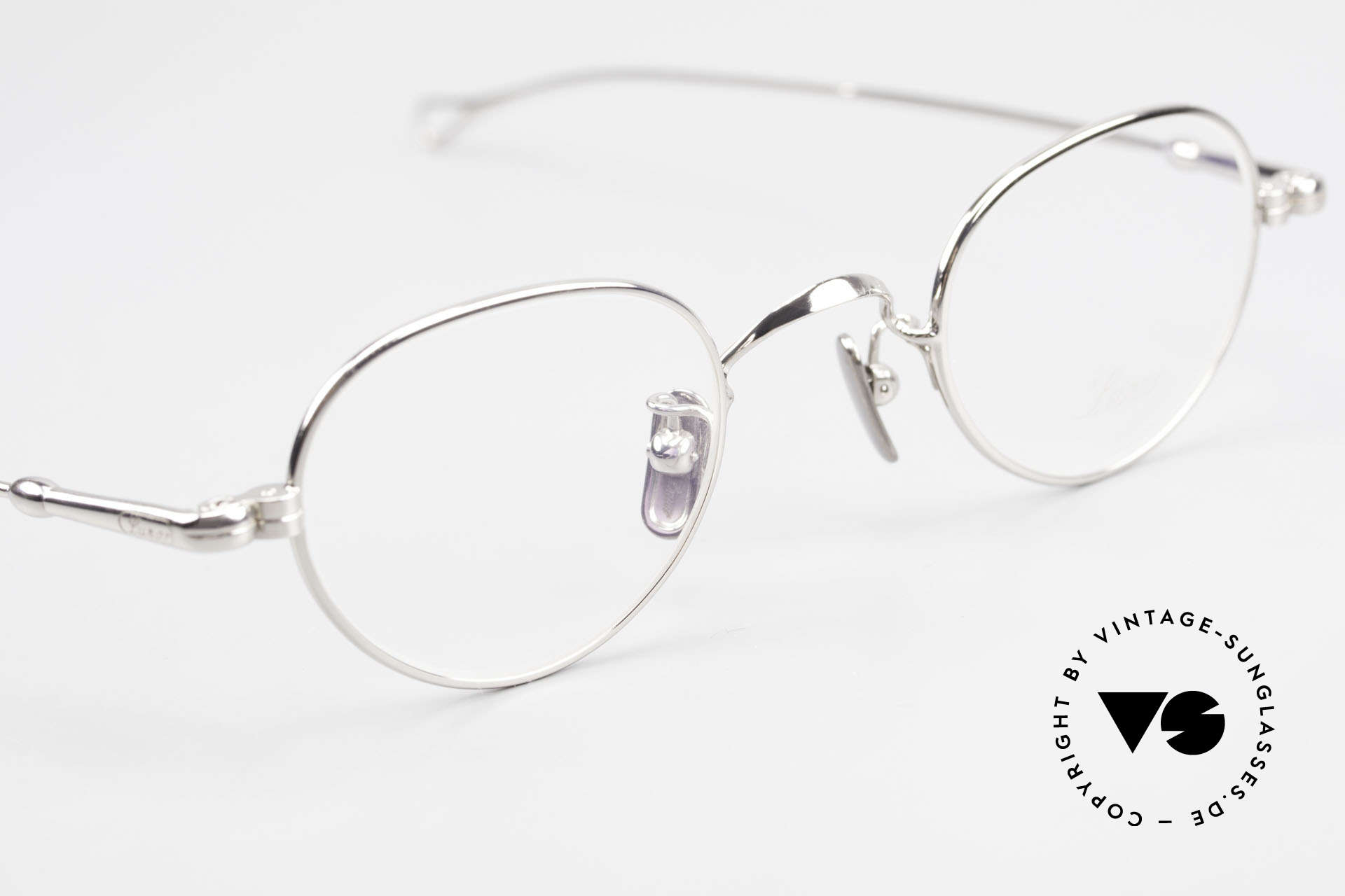 Lunor V 103 Timeless Lunor Eyeglass-Frame, thus, we decided to take it into our vintage collection, Made for Men and Women