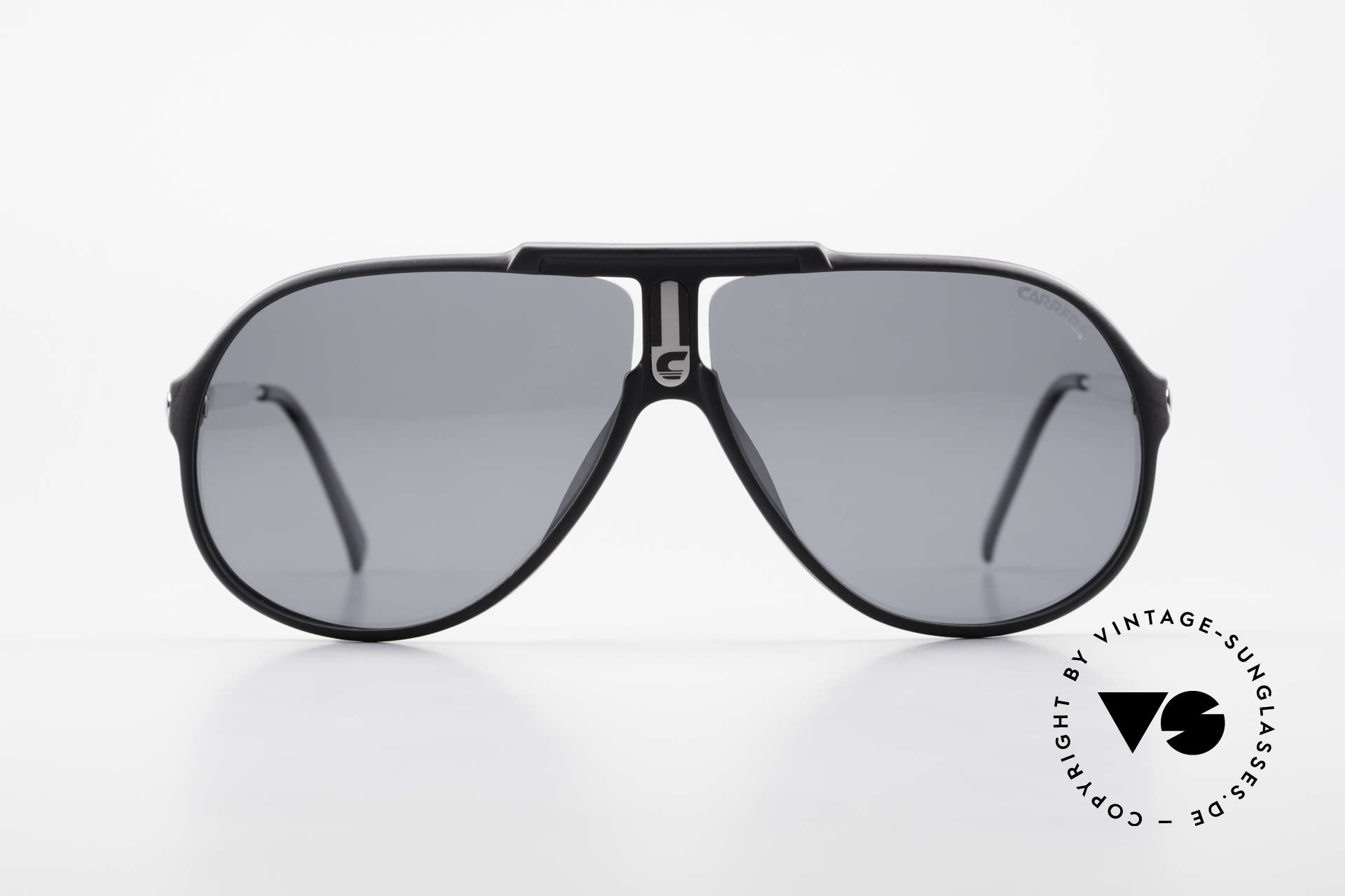 Carrera 5590 80's 90's Polarized Sunglasses, with gray POLARIZED sun lenses; 100% UV protection, Made for Men