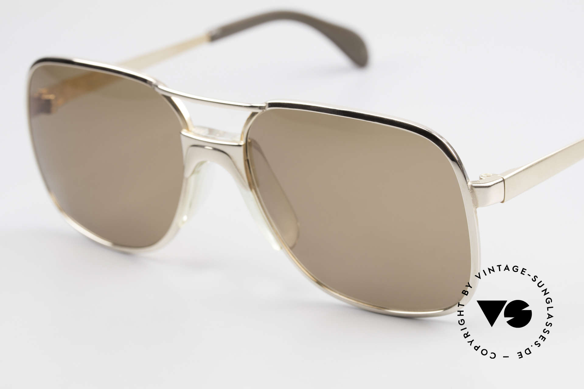 Metzler 7680 Small 80's Frame Gold Plated, never worn (like all our old Metzler sunglasses), Made for Men