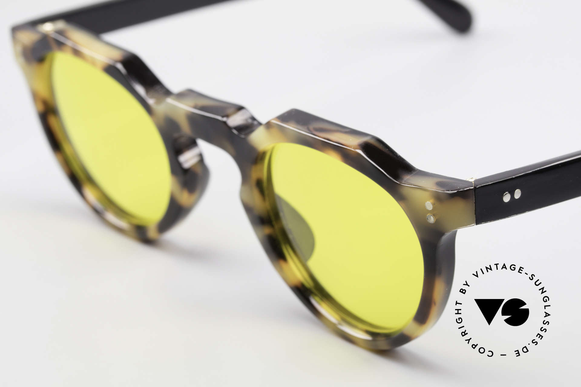 Lesca Panto 6mm 60's Panto Sunglasses France, it's a model for real VINTAGE experts / connoisseurs, Made for Men and Women