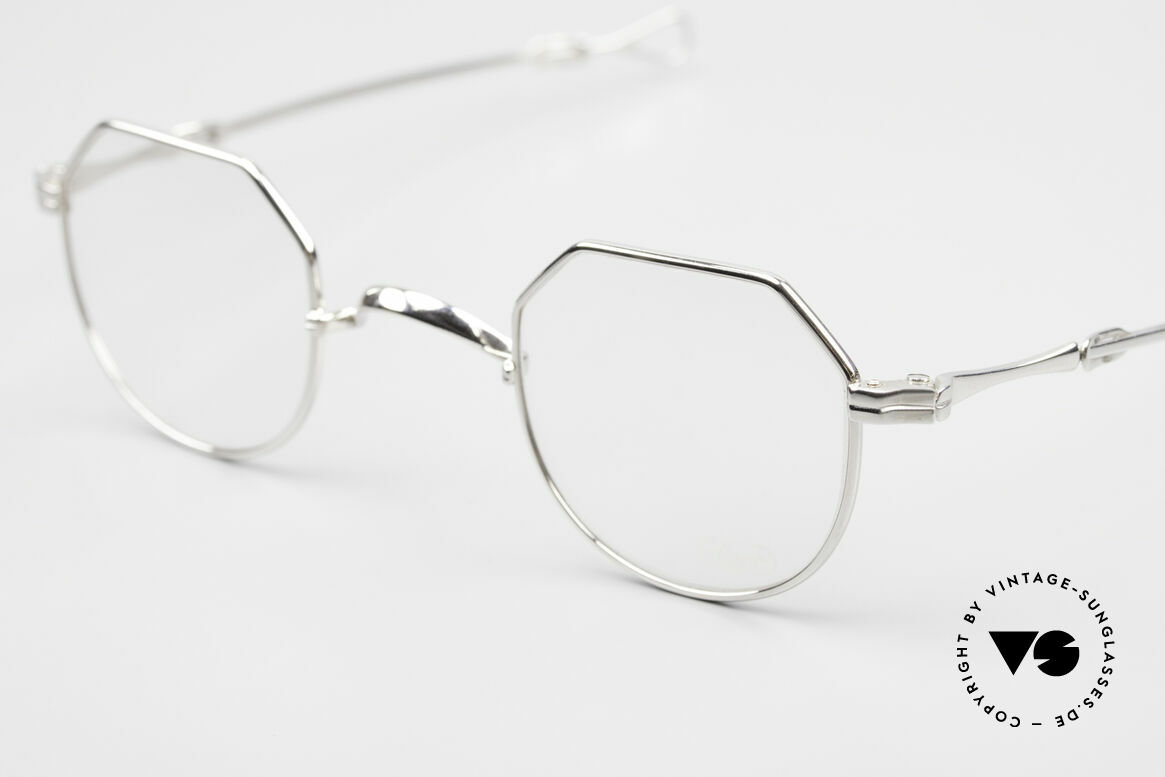 Lunor I 18 Telescopic Telescopic Platinum Frame, a highlight for all connoisseurs and eyewear lovers, Made for Men and Women