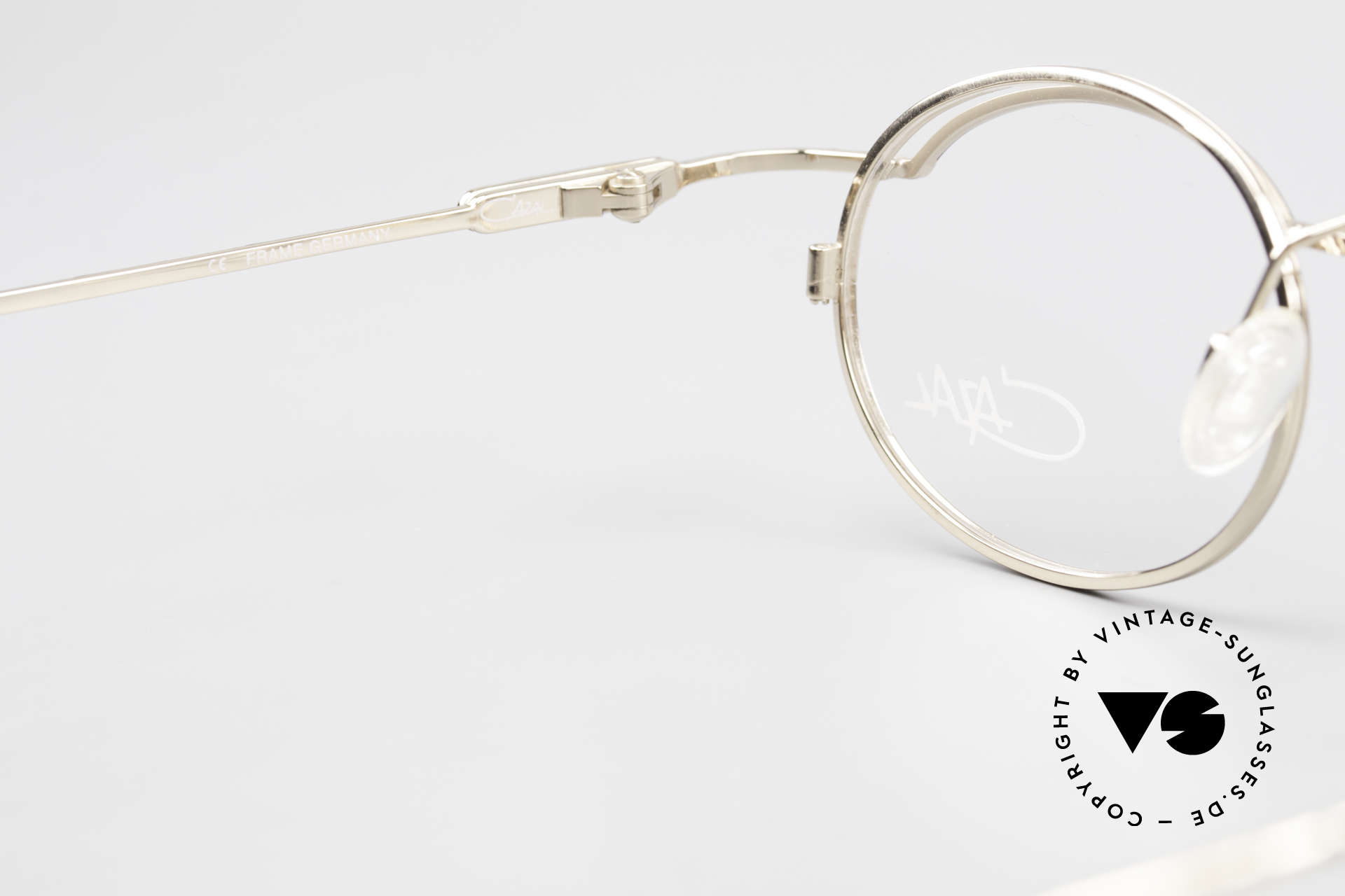 Cazal 775 Rare Oval 1990's Eyeglasses, frame is made for lenses of any kind (optical / sun), Made for Men and Women