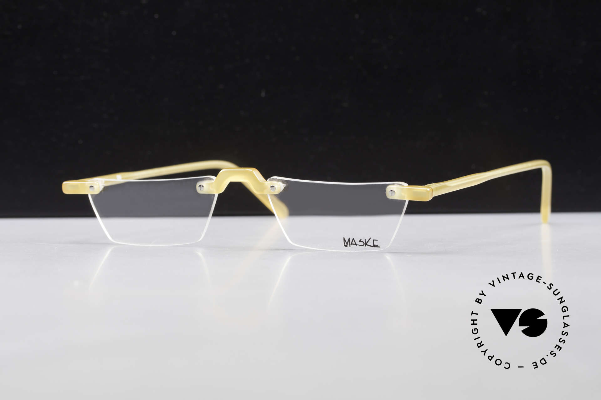 Design Maske Berlin Alpha 8 Artful 90s Reading Eyeglasses, functional and EYE-CATCHING, at the same time, Made for Men and Women