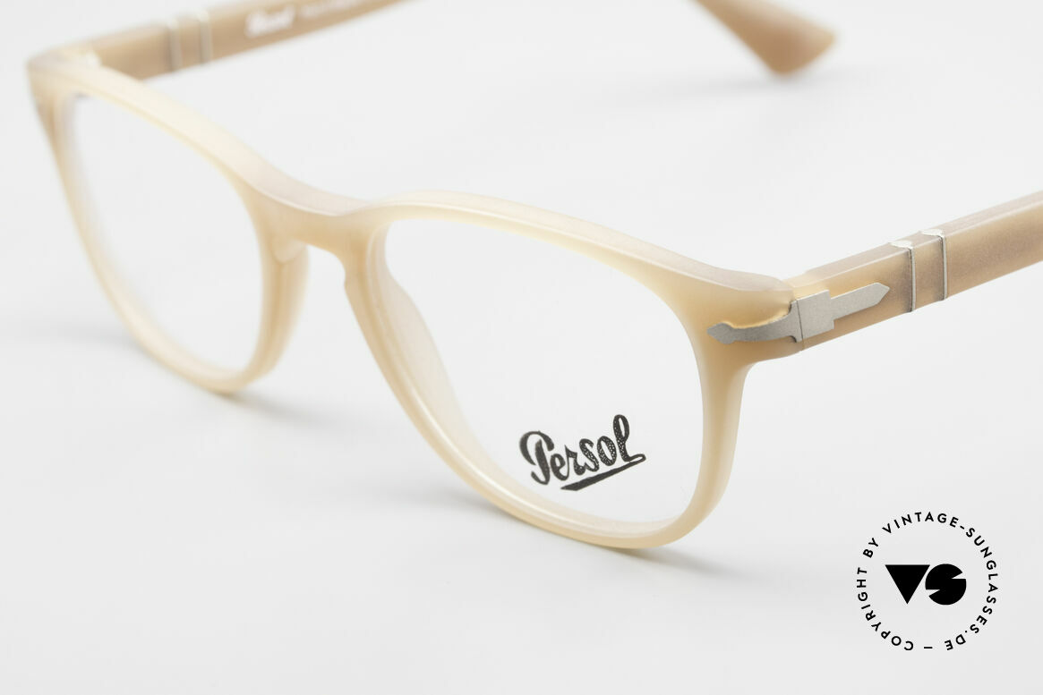 Persol 3085 Ladies Glasses Classic Ambra, reissue of the old vintage Persol RATTI models, Made for Women